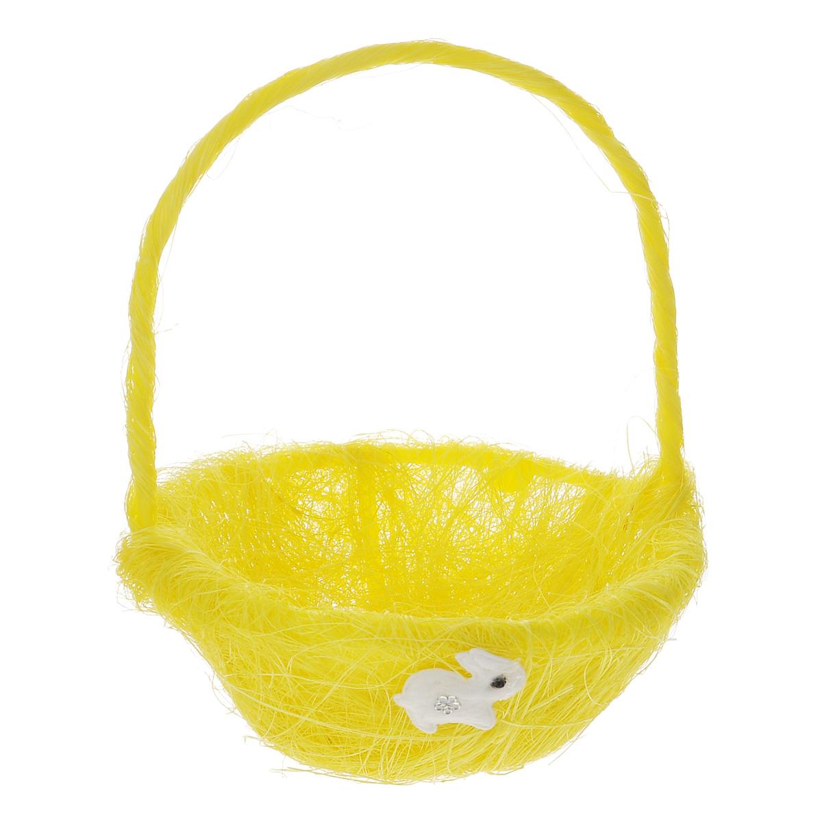 Корзинка декоративная Home Queen Легкость, цвет: желтый, 14,5 см х 19 см66818_1Декоративная корзинка Home Queen Легкость предназначена для украшения интерьера и сервировки стола. Изделие выполнено из сизаля, имеет жесткий пластиковый каркас. Внешние стенки украшены аппликацией в виде белого зайчонка. Корзинка оснащена ручкой. Такая оригинальная корзинка станет ярким украшением стола. Идеальный вариант для хранения пасхальных яиц. Диаметр корзинки: 14,5 см. Высота корзинки: 6 см. Высота корзинки (с ручкой): 19 см.