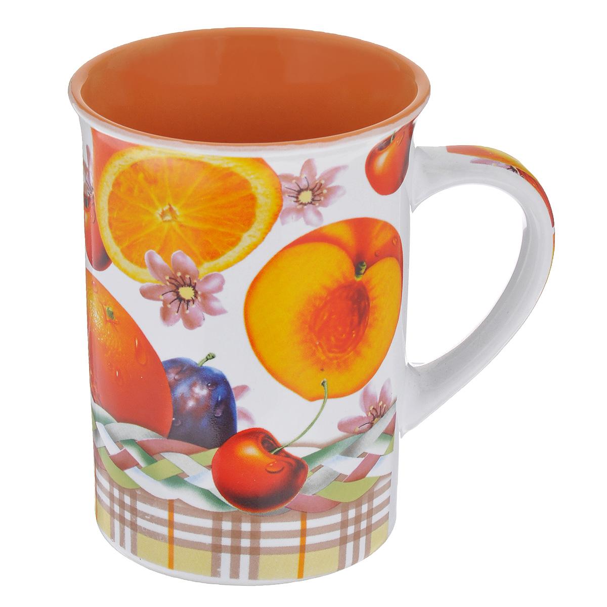 Кружка Фрукты, 340 млTLSD11-13Кружка Фрукты выполнена из высококачественной керамики. Снаружи она декорирована ярким изображением сочных фруктов. Кружка сочетает в себе оригинальный дизайн и функциональность. Благодаря такой кружке пить напитки будет еще вкуснее. Диаметр кружки по верхнему краю: 8,5 см. Высота стенок: 11 см. Объем: 340 мл.
