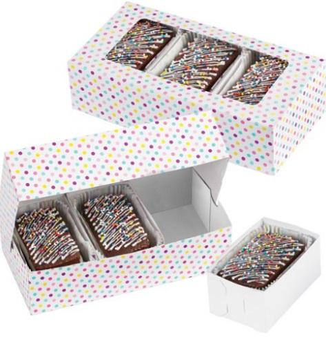 Набор подарочных коробок Wilton Разноцветные точки, с окошком, 19,6 см х 10,1 см х 5 см, 3 штWLT-415-1991Набор Wilton Разноцветные точки состоит из трех подарочных коробок, изготовленных из картона и предназначенных для упаковки кондитерских изделий. Изделия оснащены окошком, благодаря которому можно видеть содержимое коробок. Внутрь подарочных коробок помещаются 3 маленькие коробочки, в которые вы можете положить выпечку. Нам свойственно в первую очередь смотреть на обложку и только потом заглядывать внутрь. Вот почему так важно красиво упаковывать подарки. Оригинальная упаковка для кондитерских изделий - именно тот элемент, который сделает ваш презент особенным и запоминающимся, даря настроение праздника! Размер коробки: 19,6 см х 10,1 см х 5 см. Размер маленькой коробочки: 10 см х 6 см х 5 см.