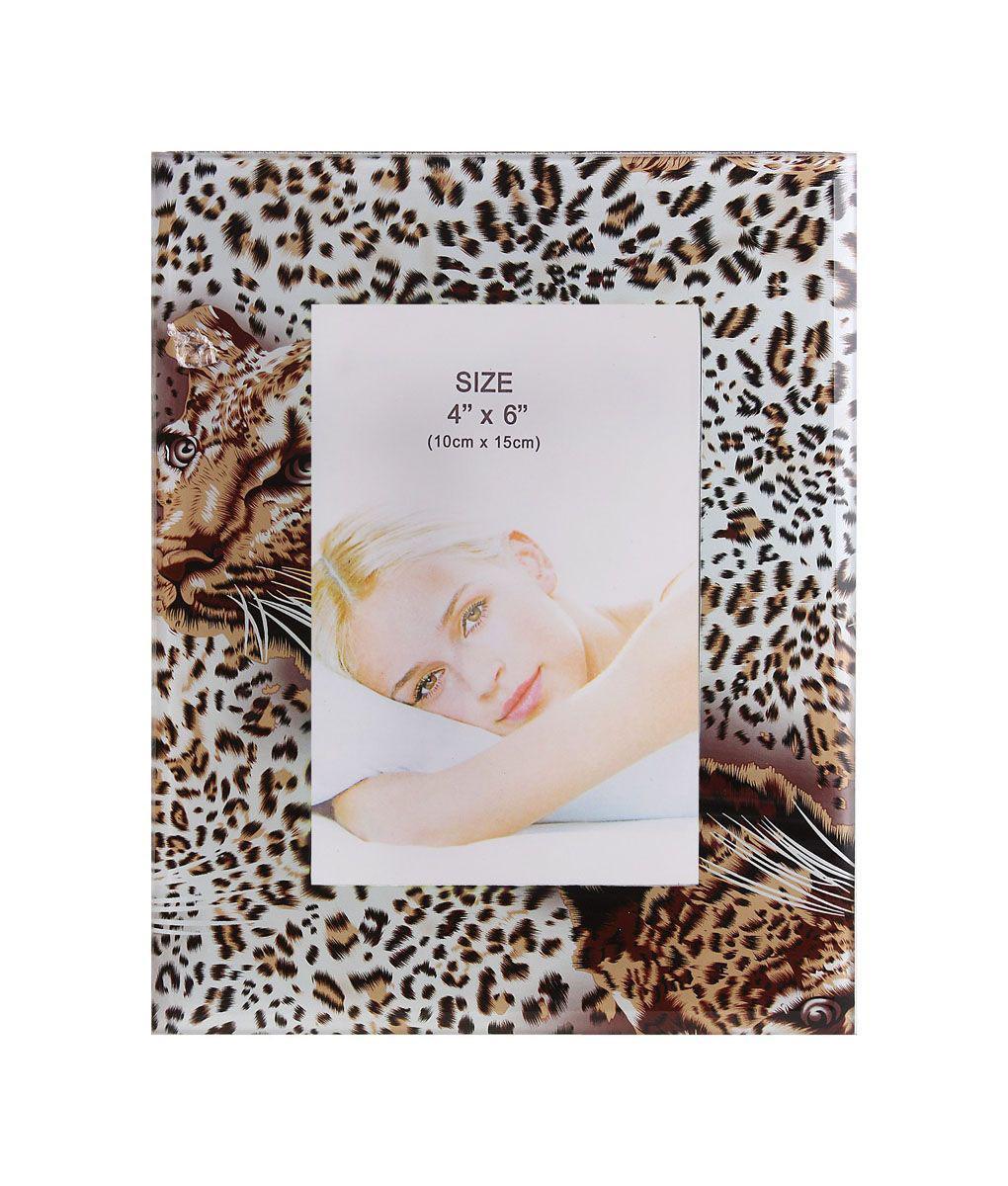 Фоторамка Sima-land Сафари, цвет: белый, коричневый, 10 х 15 см661412Декоративная фоторамка Sima-land Сафари выполнена из стекла и декорирована изображением тигра и леопардовым принтом. Обратная сторона рамки оснащена специальной ножкой, благодаря которой ее можно поставить на стол или любое другое место в доме или офисе. Такая фоторамка украсит ваш интерьер оригинальным образом, а также позволит сохранить память о дорогих вам людях и интересных событиях вашей жизни. С ней вы сможете не просто внести в интерьер своего дома элемент оригинальности, но и создать атмосферу загадочности и изысканности.