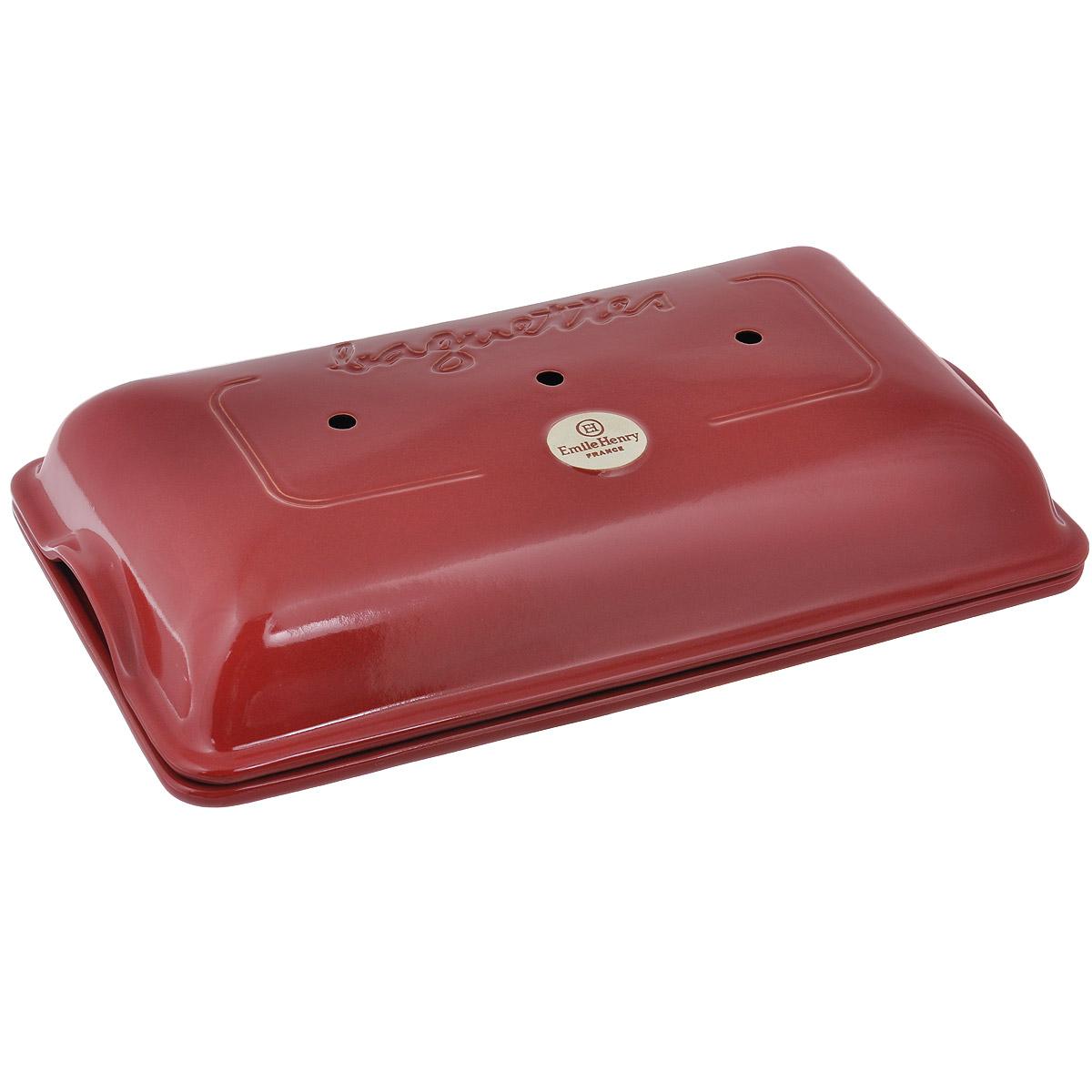 Форма для выпечки багетов Emile Henry с крышкой, прямоугольная, цвет: гранатовый, 39 х 23 см345506Форма для выпечки багетов Emile Henry изготовлена из высококачественной керамики. Изделие состоит из прямоугольной основы с тремя секциями для багетов и крышки с отверстиями. Куполообразная крышка является аналогом свода печи и позволяет поддерживать постоянную влажность в процессе приготовления, поэтому хлеб всегда получается пышным, мягким и с хрустящей корочкой. С такой формой вы теперь сможете баловать своих домочадцев вкусными поджаристыми румяными багетами, которые в особенности любят дети. Форма бережно и неторопливо накапливает тепло, доставляя его к центру готовящейся выпечки. Теперь вы сможете порадовать выпечкой своих родных и гостей на высшем уровне! Размер прямоугольной основы: 39 х 23 см. Высота формы без крышки: 3 см. Высота формы с крышкой: 9 см. Размер секции для багета: 35 х 6 см.