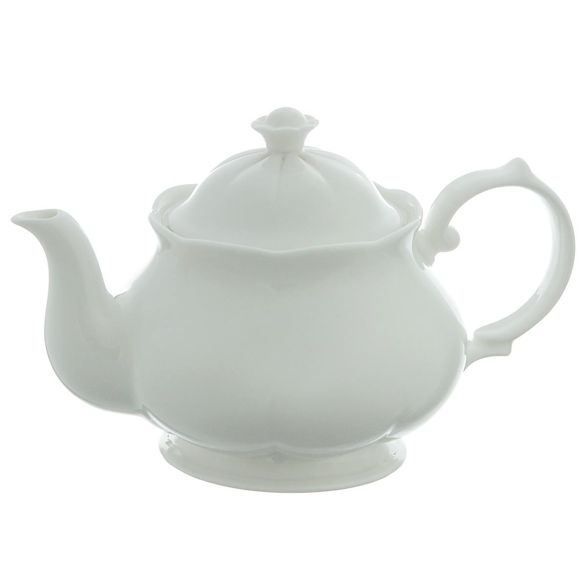 Чайник заварочный Royal Bone China White, 0,5 л89ww/0351Заварочный чайник Royal Bone China White, изготовленный из костяного фарфора с содержанием костяной муки (45%), прекрасно впишется в интерьер вашей кухни и станет достойным дополнением к кухонному инвентарю. Основным достоинством изделий из костяного фарфора является абсолютно гладкая глазуровка. Такие изделия сочетают в себе изысканный вид с прочностью и долговечностью. Чайник снабжен эргономичной крышкой и изящной ручкой. Заварочный чайник Royal Bone China White не только украсит ваш кухонный стол и подчеркнет прекрасный вкус хозяйки, но и станет отличным подарком. Объем чайника: 0,5 л. Высота (с учетом крышки): 12 см.