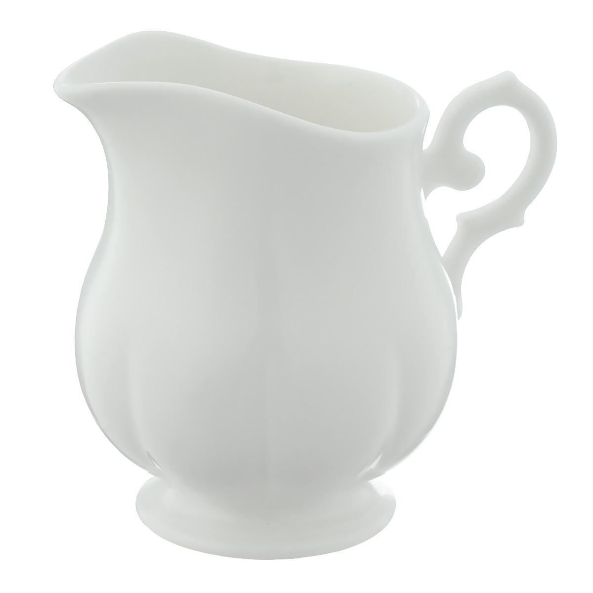 Сливочник Royal Porcelain White, цвет: белый, 250 млVT-1520(SR)Сливочник Royal Porcelain White выполнен из высококачественного костяного фарфора с содержанием костяной муки 45%. Изделие сочетает в себе изысканный вид с прочностью и долговечностью. Эксклюзивный дизайн, эстетичность и функциональность сливочника сделает его незаменимым на любой кухне.Размер по верхнему краю: 7,5 см х 6 см.Высота: 9,5 см.Объем: 250 мл.