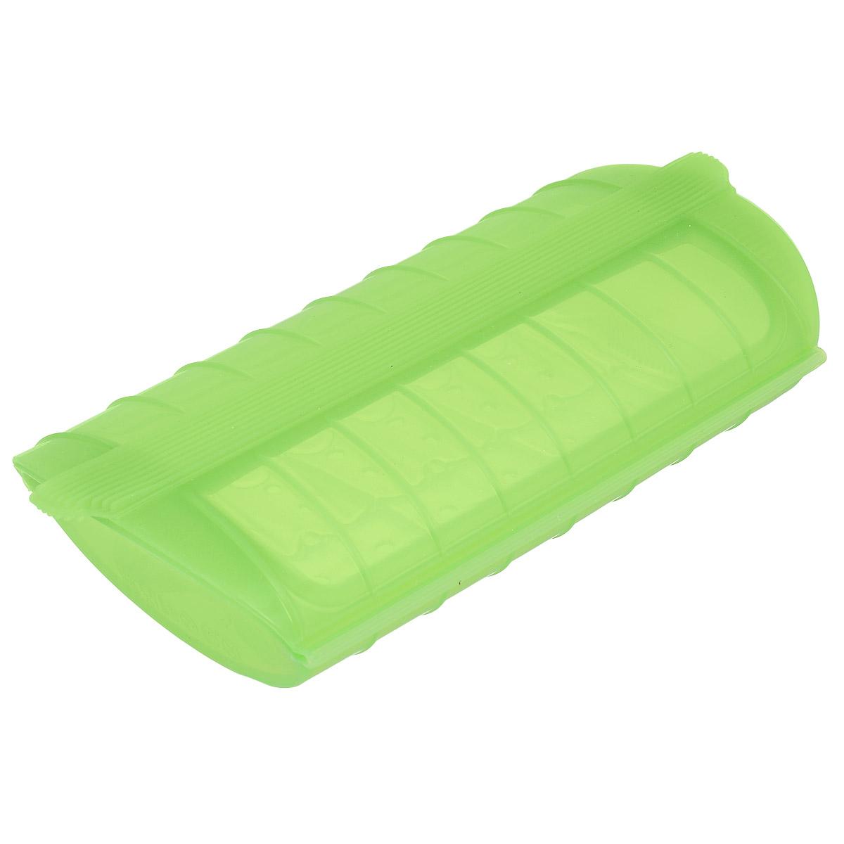 Конверт для запекания Lekue, силиконовый, цвет: салатовый3404600V09U004Конверт для запекания Lekue изготовлен из высококачественного пищевого силикона, который выдерживает температуру от -60°С до +220°С. Благодаря особым свойствам силикона, продукты остаются такими же сочными, не пригорают и равномерно пропекаются. Конверт делает оптимальным приготовление пищевых продуктов, делая более интенсивным вкус каждого из них и сохраняя все содержащиеся в них питательные вещества. Для конверта предусмотрен съемный внутренний поддон-решетка, который позволит стечь лишнему жиру и соку во время размораживания, хранения и приготовления. Приготовление пищи можно производить с поддоном или без него, в зависимости от желаемого результата. Конверт закрывается, поэтому жир не разбрызгивается по стенкам духовки. Приготовленное блюдо легко вынимается из конверта и позволяет приготовить одновременно до четырех порций. Идеально подходит для приготовления мяса, курицы или рыбы. В дополнение к основным достоинствам конверта для запекания с поддоном - он...