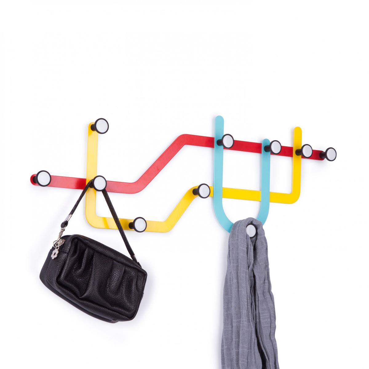 Вешалка Umbra Subway, цвет: мульти, 10 крючков318187-370Оригинальная вешалка Umbra Subway, напоминающая карту метро, имеет 10 крючков для одежды, каждый из которых выдерживает вес до 2,3 кг. Никогда еще метро не было столь удобным для повседневных нужд! Вешалку можно разместить и горизонтально и вертикально, все монтажное оборудование входит в комплект. Размер вешалки: 59 см х 21 см х 2,5 см.