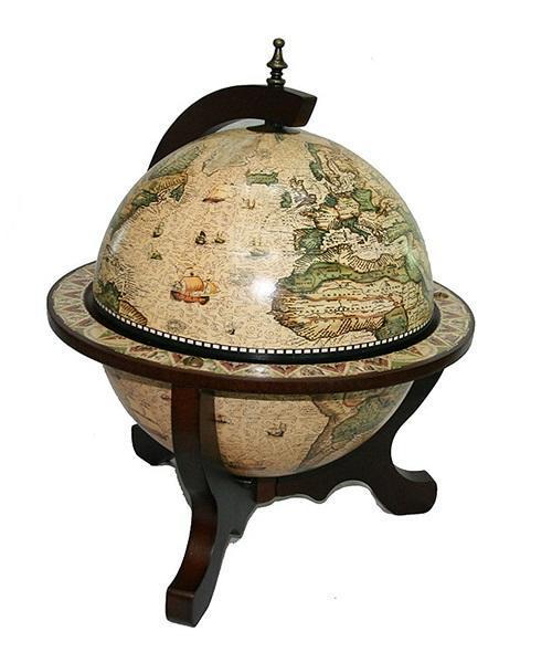 Глобус-бар настольный Карта древних времен, диаметр 33cм47042Глобус-бар настольный Карта древних времен диаметром 33 см - это достойный подарок и солидное решение для придания изысканного вкуса помещению. Он впишется практически в любой интерьер в офисе, квартире или в загородном доме. Глобус является не только частью интерьера, но и практичной вещью для хранения спиртных напитков, которая создаст возле себя неповторимую атмосферу.