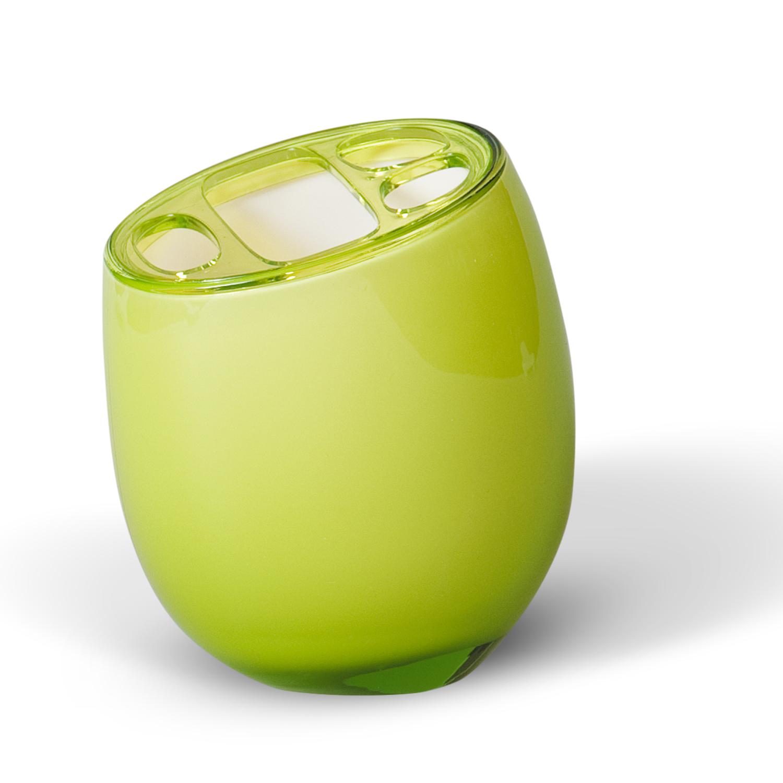 Стакан для зубных щеток Immanuel Repose Green, цвет: салатовый. 1230112301Стакан для зубных щеток Immanuel Repose Green изготовлен из акрила салатового цвета и имеет три маленьких и одно большое отверстие для зубных щеток. Зубная щетка легко загрязняется, поэтому ее следует содержать в абсолютной чистоте. Хранение зубных щеток в специальном стакане заметно снижает количество микроорганизмов в самой щетке, а щетинки сохраняют свою твердость и форму. Стакан Immanuel Repose Green сохранит ваши зубные щетки и станет стильным аксессуаром, который украсит интерьер ванной комнаты. Характеристики: Материал: акрил. Цвет: салатовый. Размер стакана по верхнему краю: 8,5 см х 7 см. Высота стакана: 11,5 см. Артикул: 12301.