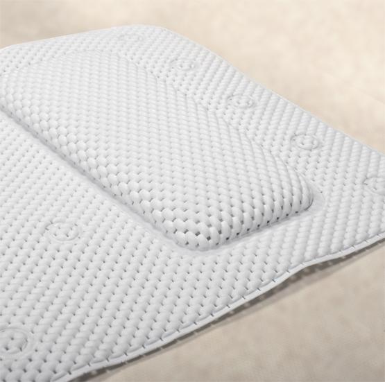 Коврик для ванной Tatkraft SPA, противоскользящий, 36 х 125 см106-029Коврик для ванной Tatkraft SPA изготовлен из прочного антибактериального материала (вспененный поливинилхлорид). Материал устойчив к плесени и бактериям. Мягкая поверхность приятна на ощупь. Благодаря подушке коврик обеспечивает комфорт во время принятия ванны. 30 присосок позволяют коврику плотно крепиться к поверхности. Коврик для ванной Tatkraft SPA - идеальный способ расслабиться и получить от принятия ванной максимум удовольствия.