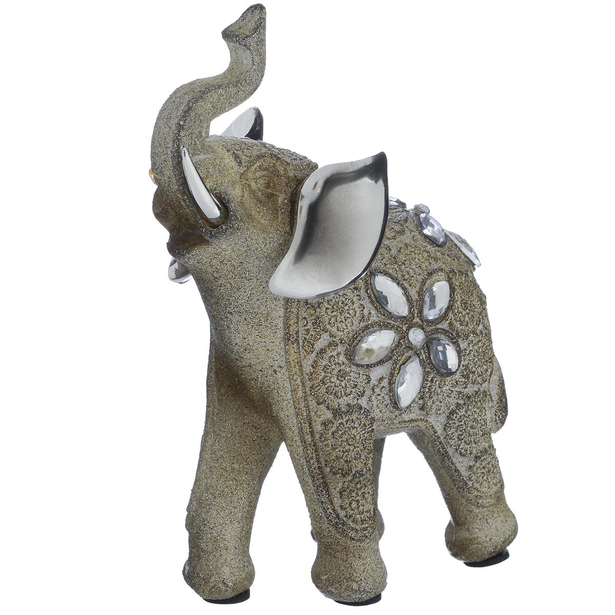 Фигурка декоративная Molento Блестящий слон, высота 13 см549-180Декоративная фигурка Molento Блестящий слон, изготовленная из полистоуна, позволит вам украсить интерьер дома, рабочего кабинета или любого другого помещения оригинальным образом. Изделие, выполненное в виде слона, украшено блестками и стразами. Вы можете поставить фигурку в любом месте, где она будет удачно смотреться, и радовать глаз. Кроме того, фигурка Блестящий слон станет чудесным сувениром для ваших друзей и близких. Размер фигурки: 9,5 см х 4,5 см х 13 см.