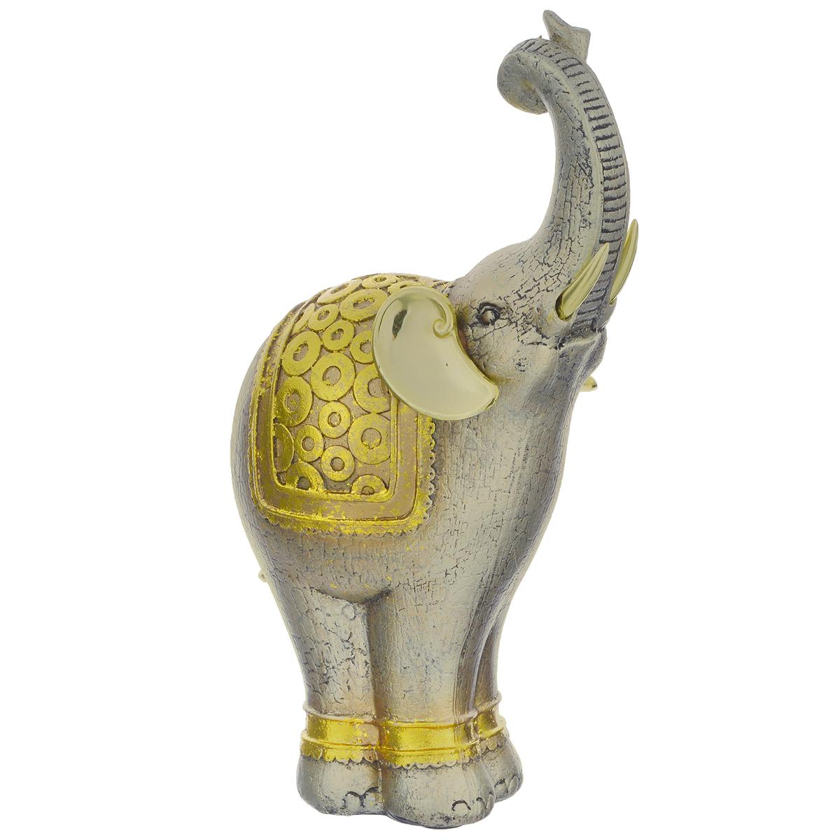Фигурка декоративная Molento Золотой слон, высота 26 см549-036Декоративная фигура Molento Золотой слон, изготовленная из полистоуна, позволит вам украсить интерьер дома, рабочего кабинета или любого другого помещения оригинальным образом. Изделие, выполненное в виде слона, оформлено рельефным рисунком и золотистым напылением. С такой декоративной фигурой вы сможете не просто внести в интерьер элемент оригинальности, но и создать атмосферу загадочности и изысканности. Размер фигурки: 15 см х 9 см х 26 см.