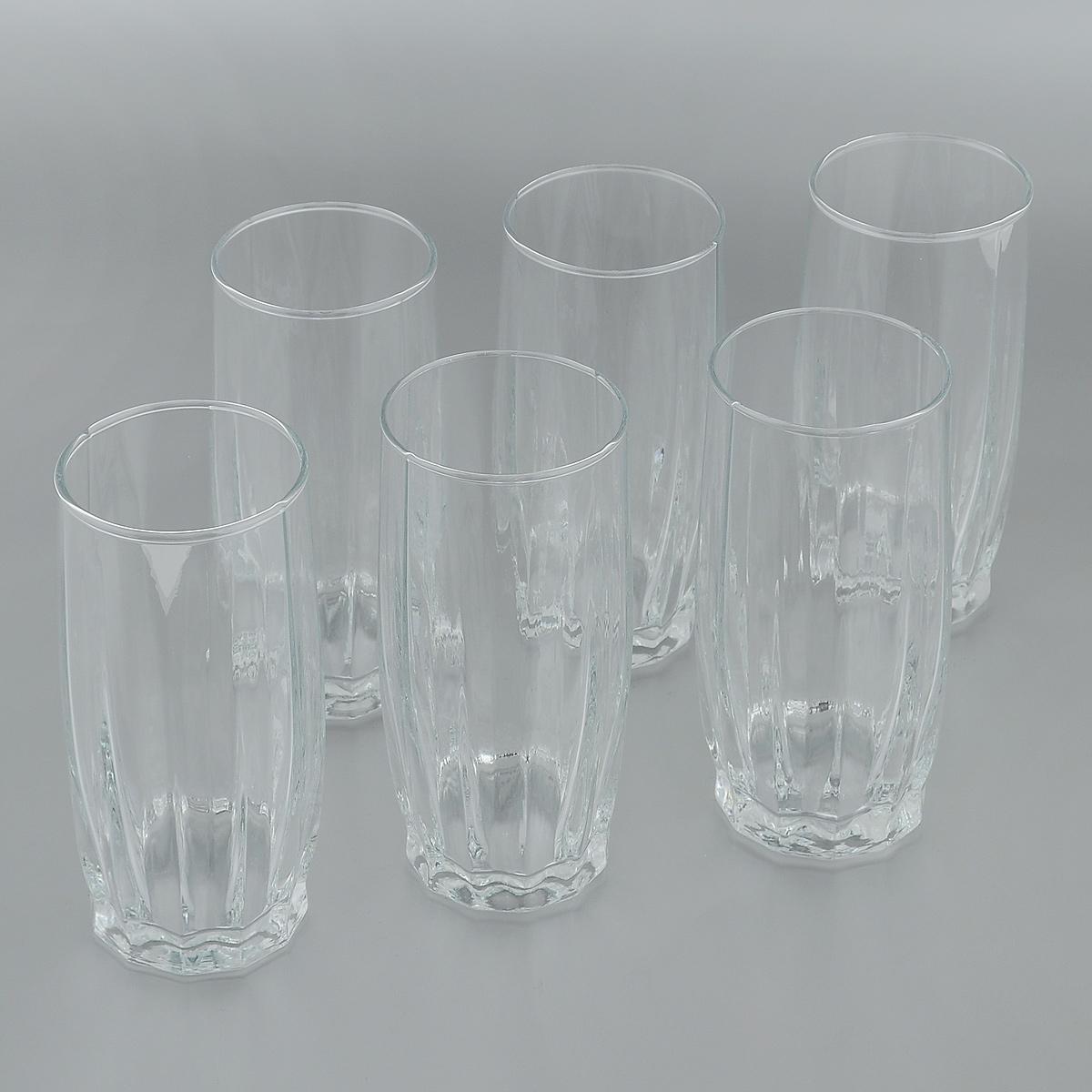 Набор стаканов для коктейлей Pasabahce Dance, 320 мл, 6 шт42868BНабор Pasabahce Dance состоит из шести стаканов, изготовленных из прочного натрий-кальций-силикатного стекла. Изделия, предназначенные для подачи коктейлей, воды, сока и других напитков, несомненно придутся вам по душе. Стаканы, оснащенные рельефной многогранной поверхностью, сочетают в себе элегантный дизайн и функциональность. Благодаря такому набору пить напитки будет еще вкуснее. Набор стаканов Pasabahce Dance идеально подойдет для сервировки стола и станет отличным подарком к любому празднику. Можно мыть в посудомоечной машине и использовать в микроволновой печи. Диаметр стакана по верхнему краю: 6 см. Высота стакана: 14 см.