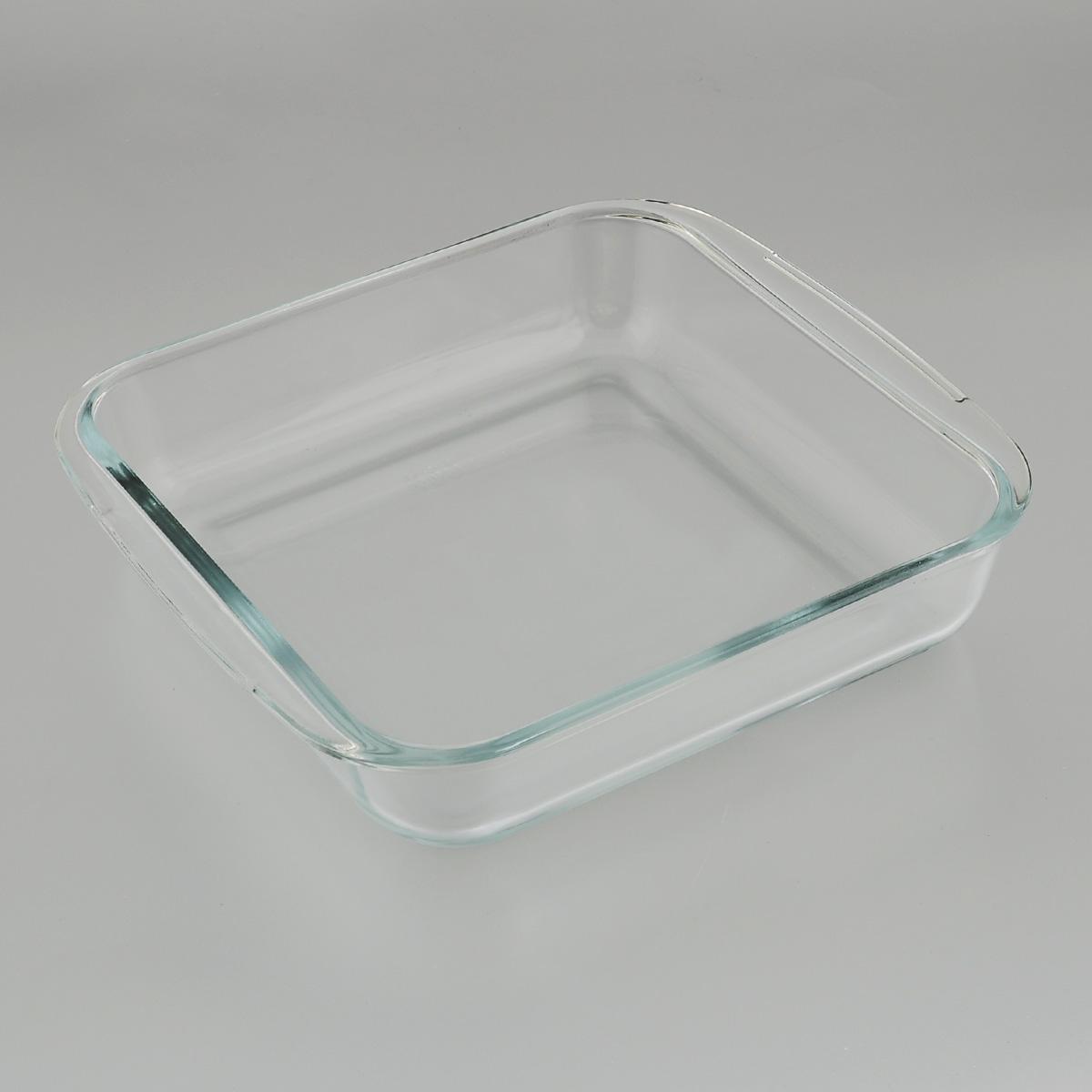 Форма для запекания Mijotex, квадратная, 24 х 22 смPL3Квадратная форма для запекания Mijotex изготовлена из жаропрочного стекла, которое выдерживает температуру до +450°С. Форма предназначена для приготовления горячих блюд. Оснащена двумя ручками. Материал изделия гигиеничен, прост в уходе и обладает высокой степенью прочности. Форма идеально подходит для использования в духовках, микроволновых печах, холодильниках и морозильных камерах. Также ее можно использовать на газовых плитах (на слабом огне) и на электроплитах. Можно мыть в посудомоечной машине. Внутренний размер формы: 21 см х 21 см. Внешний размер формы (с учетом ручек): 25 см х 22 см. Высота стенки формы: 5 см.