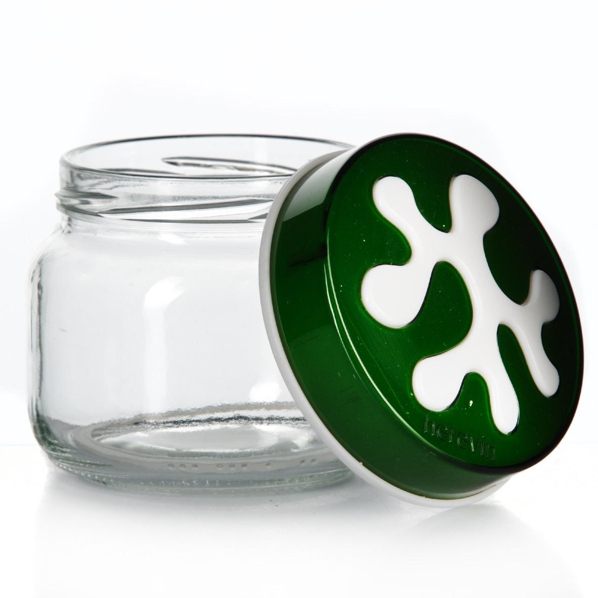 Банка для сыпучих продуктов Herevin, цвет: зеленый, 400 мл. 135357-002135357-002Банка для сыпучих продуктов Herevin изготовлена из прочного стекла и оснащена плотно закрывающейся пластиковой крышкой. Благодаря этому внутри сохраняется герметичность, и продукты дольше остаются свежими. Изделие предназначено для хранения различных сыпучих продуктов: круп, чая, сахара, орехов и т.д. Функциональная и вместительная, такая банка станет незаменимым аксессуаром на любой кухне. Можно мыть в посудомоечной машине. Пластиковые части рекомендуется мыть вручную. Объем: 400 мл. Диаметр (по верхнему краю): 7,5 см. Высота банки (без учета крышки): 8 см.