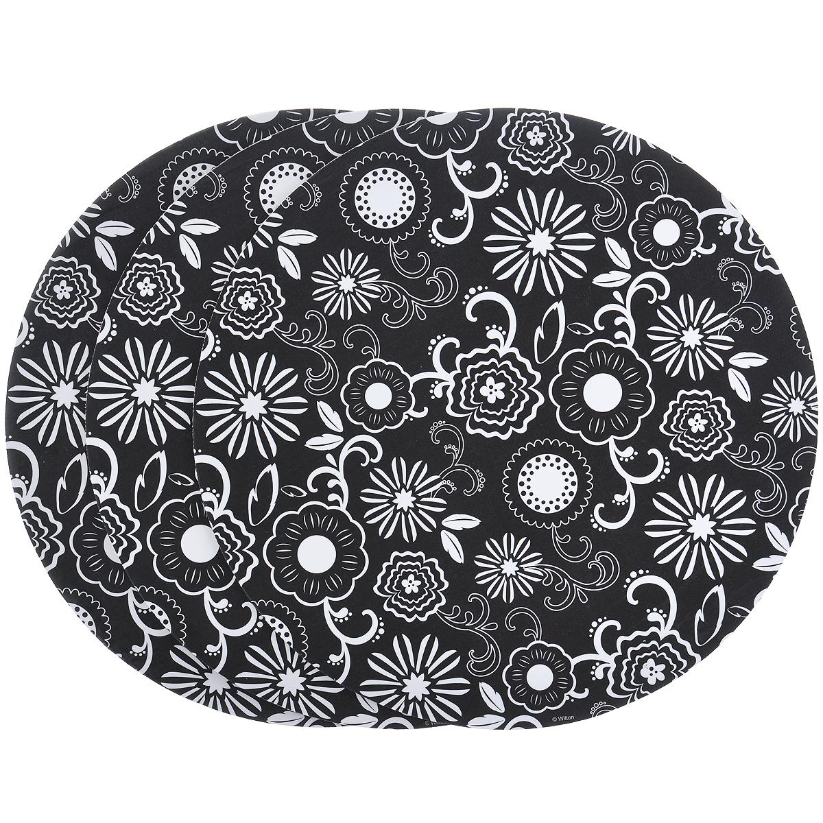 Основа для торта Wilton Белые цветы, диаметр 30,5 см, 3 штCM000001328Основа Wilton Белые цветы выполнена из гофрированного картона с жиронепроницаемым покрытием и оформлена белыми цветами. Предназначена для сервировки тортов, пицц, небольших праздничных угощений, закусок и т.п. Диаметр: 30,5 см. Толщина: 3 мм.
