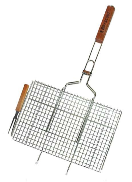 Решетка-гриль Boyscout с вилкой, для стейков, 75 х 45 х 2,5 см, + ПОДАРОК картонный веер61301Решетка-гриль Boyscout предназначена для приготовления стейков на открытом воздухе. Изготовлена из высококачественной стали с пищевым хромированным покрытием. Решетка имеет деревянную вставку на ручке, предохраняющую руки от ожогов и позволяющую без труда перевернуть решетку. Надежное кольцо-фиксатор гарантирует, что решетка не откроется, и продукты не выпадут. В комплект также входит вилка для удобного снятия приготовленного продукта с решетки. Размер рабочей поверхности: 45 см х 27 см х 2,5 см Длина ручки: 44 см