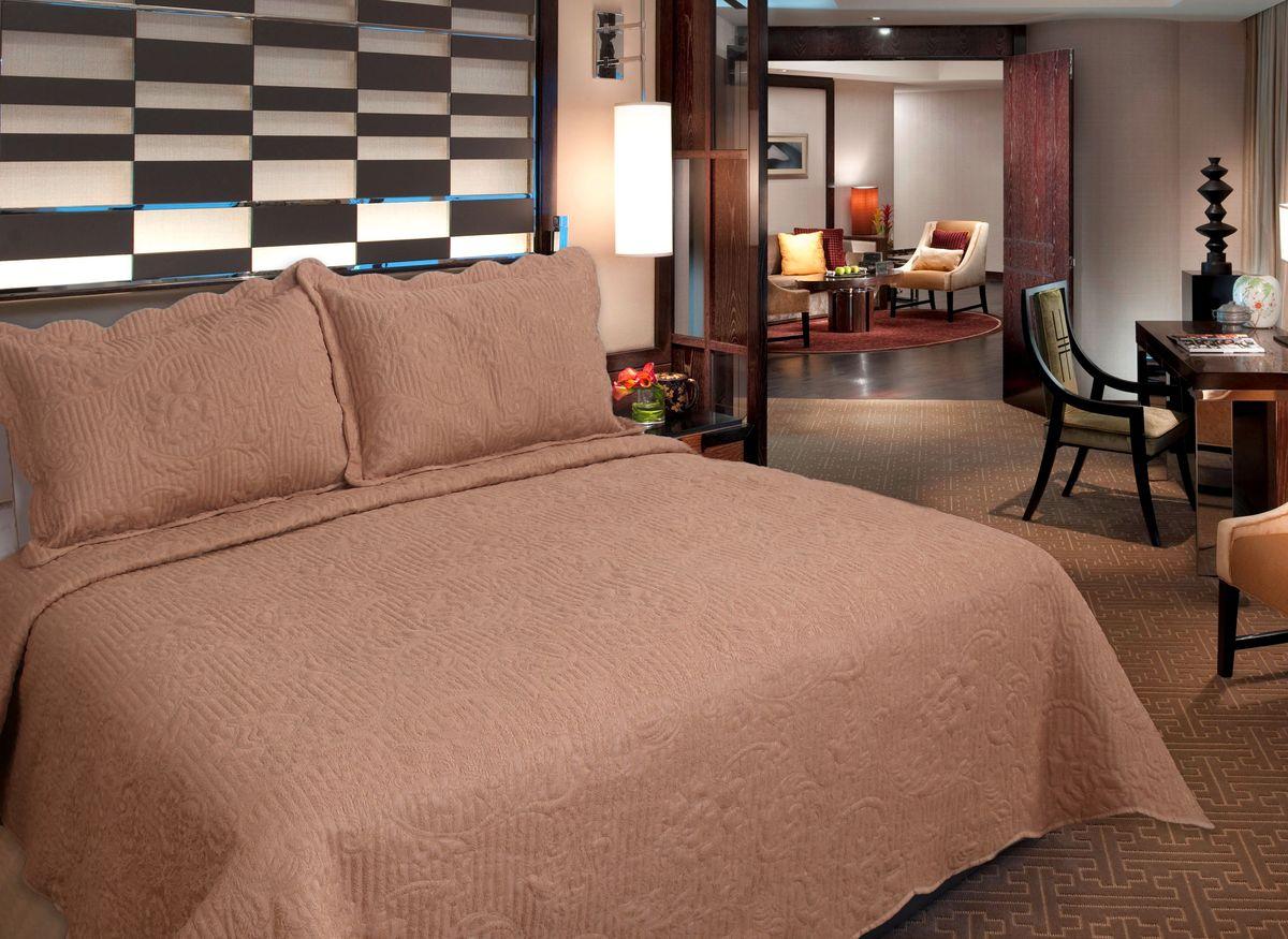 Комплект для спальни Buenas Noches Verona: покрывало 230 см х 250 см, 2 наволочки 50 см х 70 см, цвет: бежевый1092028Комплект для спальни Buenas Noches состоит из покрывала и двух наволочек с воланами, выполненных из полиэстера. Это мягкая, прочная, износоустойчивая ткань, легко стирается и чистится. Именно поэтому она очень часто используется для домашнего текстиля. Полиэстер экологичен, гипоаллергенен, безопасен для детей и людей с аллергическими заболеваниями. Покрывала Buenos Noches - идеальное решение для вашего интерьера! Станьте дизайнером и создайте свой стиль! Buenos Noches - Элегантно, Стильно, Качественно! В ассортименте вы найдете постельное белье, пледы и покрывала. Вся продукция выполнена из тканей высшего качества с использованием стойких и безвредных красителей. В комплект входит: - Покрывало - 1 шт. Размер: 230 см х 250 см. - Наволочка - 2 шт. Размер: 50 см х 70 см.