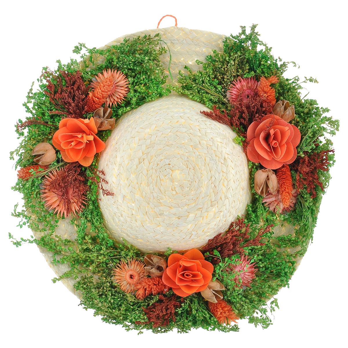 Декоративное настенное украшение Lillo Шляпа с цветами, цвет: светло-бежевый, зеленый, оранжевый103235Декоративное подвесное украшение Lillo Шляпа выполнено из натуральной соломы и украшено сухоцветами. Такая шляпа станет изящным элементом декора в вашем доме. С задней стороны расположена петелька для подвешивания. Такое украшение не только подчеркнет ваш изысканный вкус, но и прекрасным подарком, который обязательно порадует получателя.Диаметр шляпы: 28 см.