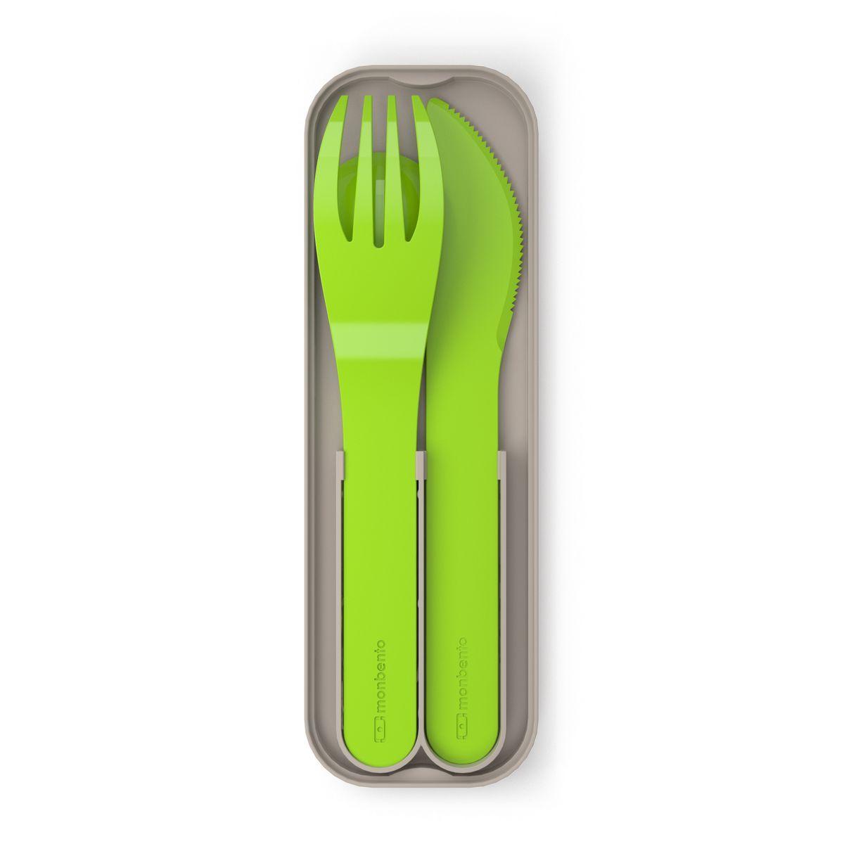 Набор столовых приборов Monbento Pocket, цвет: зеленый, 4 предмета1007 02 005Набор столовых приборов Monbento Pocket состоит из ложки, вилки и ножа. Изделия выполнены из нержавеющей стали с матовой полировкой. Набор поставляется в компактном пластиковом футляре, который удобно носить с собой. Не важно, собираетесь ли вы в поездку или обедаете на рабочем месте - набор Monbento Pocket подойдет для любого случая. Набор соответствует размерам крышки ланч-боксов Monbento Original и Monbento Single. Вы сможете легко зафиксировать столовые приборы для удобной переноски. Столовые приборы можно мыть в посудомоечной машине. Длина вилки/ножа: 14 см. Длина ложки: 11,5 см. Размер футляра: 14,5 см х 4,5 см х 1,5 см.