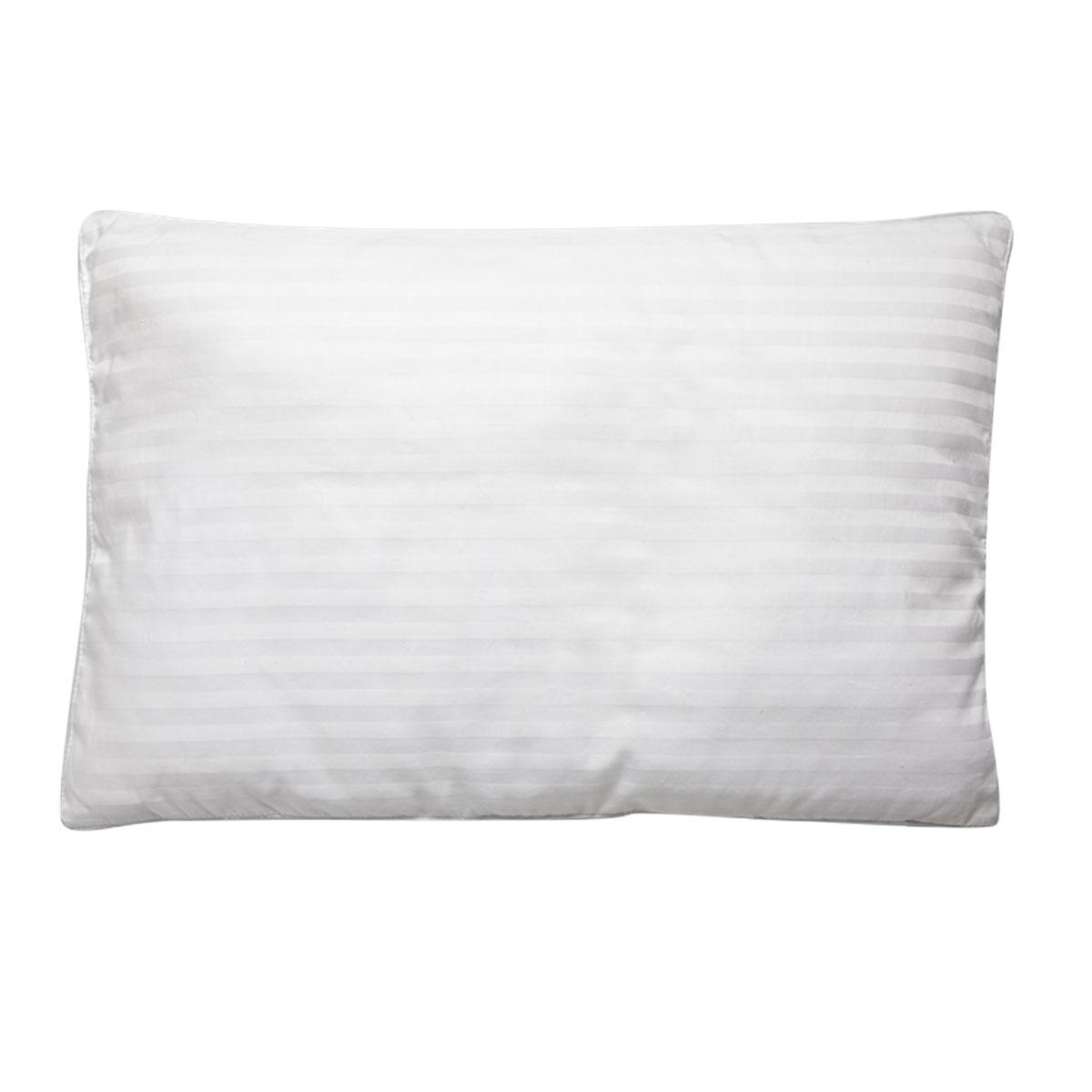 Подушка детская Fani, 40 х 60 см. 113415706-1010503Детская подушка Fani изготовлена из белого итальянского сатина с жаккардовым рисунком с наполнителем из волокна бамбука (пласт под чехлом) и полиэфира. По краям подушка украшена атласной окантовкой. Бамбук является природным антисептиком, обладающим уникальными антибактериальными и дезодорирующими свойствами. Также бамбуковое волокно является абсолютно гипоаллергенным наполнителем, что делает его идеальным для постели ребенка. Характеристики:Материал чехла: сатин, жаккард (100% хлопок). Наполнитель: 70% волокно бамбука, 30% полиэфир. Размер: 40 см х 60 см. Высота подушки: 4 см.