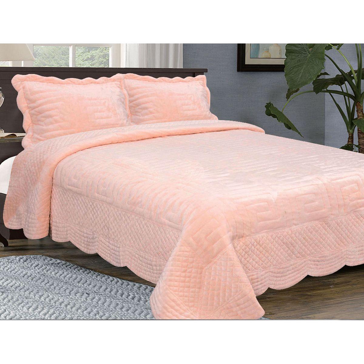 Комплект для спальни Buenas Noches Afini: покрывало 230 х 250 см, 2 наволочки 50 х 70 см, цвет: персиковый531-401Комплект для спальни Buenas Noches Afini состоит из покрывала и 2 наволочек. Изделия выполнены из 100% полиэстера и оформлены стеганым рисунком. Верхняя часть выполнена из искусственного меха, невероятно мягкого и приятного на ощупь. Подкладка изготовлена из полиэстерового сатина, мягкая, по ощущениям напоминает замшу. Внутри - наполнитель из полиэстерового синтепона. Покрывало из искусственного меха непременно станет ярким акцентом в интерьере. С его помощью можно красиво и уютно оформить кровать, диван или кресло. Покрывала из искусственного меха разнообразны по фактуре и цветовой гамме, они имитируют мех различных животных. Покрывала смотрятся богато и изысканно, способны создать атмосферу спокойствия и уюта, как в загородном доме, так и в городской квартире. За покрывалом из искусственного меха проще ухаживать, чем за натуральным. Покрывала Buenos Noches - идеальное решение для вашего интерьера! Станьте дизайнером и создайте свой стиль! Buenos Noches - Элегантно, Стильно, Качественно! В ассортименте вы найдете постельное белье, пледы и покрывала. Вся продукция выполнена из тканей высшего качества с использованием стойких и безвредных красителей. Материал верха: искусственный мех (100% полиэстер). Материал оборотной стороны: сатин (100% полиэстер). Наполнитель: синтепон. В комплект входит: - Покрывало - 1 шт. Размер: 230 см х 250 см. - Наволочка - 2 шт. Размер: 50 см х 70 см.