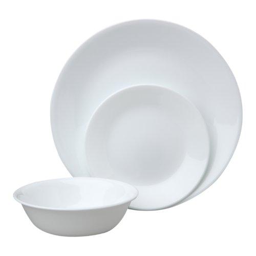 Набор посуды Winter Frost White 12пр, цвет: белый115610Преимуществами посуды Corelle являются долговечность, красота и безопасность в использовании. Вся посуда Corelle изготавливается из высококачественного ударопрочного трехслойного стекла Vitrelle и украшена деколями американских и европейских дизайнеров. Рисунки не стираются и не царапаются, не теряют свою яркость на протяжении многих лет. Посуда Corelle не впитывает запахов и очень долгое время выглядит как новая. Уникальная эмаль, используемая во время декорирования, фактически становится единым целым с поверхностью стекла, что гарантирует долгое сохранение нанесенного рисунка. Еще одним из главных преимуществ посуды Corelle является ее безопасность. В производстве используются только безопасные для пищи пигменты эмали, при производстве посуды не применяется вредный для здоровья человека меламин. Изделия из материала Vitrelle: Прочные и легкие; Выдерживают температуру до 180С; Могут использоваться в посудомоечной машине и микроволновой печи; Штабелируемые; Устойчивы к царапинам; Ударопрочные; Не содержит меламин.4 обеденные тарелки 26 см; 4 закусочные тарелки 22 см; 4 суповые тарелки 440 мл