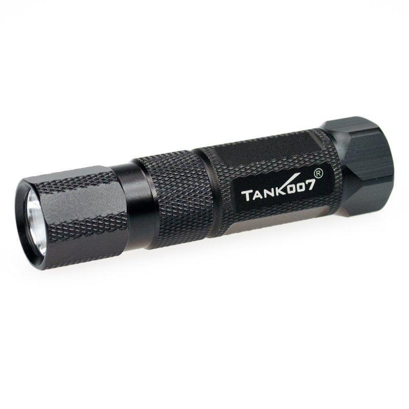 Светодиодный фонарь TANK007 M20-5 с комплектациейKOCAc6009LEDВысококачественный карманный светодиодный фонарь, с магнитом. Фонарь выполнен из авиационного алюминия с III (наивысшей) степенью защитного анодирования корпуса. Водонепроницаемый — стандарт IPX6. Фонарь снабжен современным светодиодом CREE XR-E Q4 (США). Встроенный стабилизатор напряжения. Мощность светового потока до 160 люмен, дальность эффективного излучения света до 120 метров.анодированный алюминий