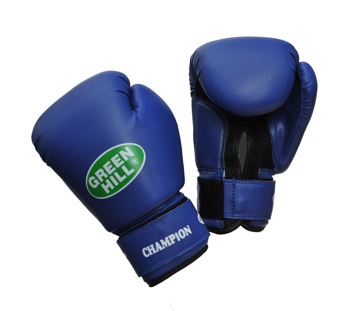 Перчатки боксерские Green Hill Champion, цвет: синий. Вес 10 унцийRivaCase 7560 greyБоксерские перчатки Green Hill Champion предназначены для тренировок и соревнований. Верх выполнен из синтетической кожи, наполнитель - из пенополиуретана. Вставка из прочной замшевой сетки в области ладони позволяет создать максимально комфортный терморежим во время занятий. Перчатка хорошо проветривается благодаря системе воздухообмена. Широкий ремень, охватывая запястье, полностью оборачивается вокруг манжеты, благодаря чему создается дополнительная защита лучезапястного сустава от травмирования. Застежка на липучке способствует быстрому и удобному одеванию перчаток, плотно фиксирует перчатки на руке.