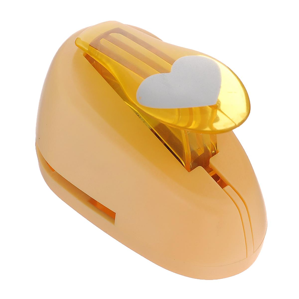 Дырокол фигурный Астра Сердце. CD-99M7709605_9Дырокол Астра Сердце поможет вам легко, просто и аккуратно вырезать много одинаковых мелких фигурок. Режущие части компостера закрыты пластмассовым корпусом, что обеспечивает безопасность для детей. Вырезанные фигурки накапливаются в специальном резервуаре. Можно использовать вырезанные мотивы как конфетти или для наклеивания. Дырокол подходит для разных техник: декупажа, скрапбукинга, декорирования. Размер дырокола: 8 см х 5 см х 5 см. Размер готовой фигурки: 2,5 см х 2 см.