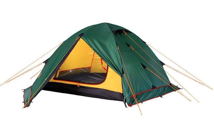 Палатка Alexika Rondo 4 Plus, цвет: зеленый, желтый, 420 х 215 х 125 смGESS-725Универсальная туристическая палатка Alexika Rondo 4 Plus оснащена юбкой по периметру тента. Это позволяет использовать палатку в условиях сильного ветра и длительной непогоды. Для активного отдыха небольшой семьей палатка туристическая Alexika Rondo 4 Plus – это как раз тот вариант, который сможет удовлетворить все потребности. На фоне других конкурентов эта палатка выделяется сразу несколькими плюсами. Благодаря своей полусферической форме она довольно ветроустойчива. За счет умело сконструированной вентиляции вы можете и в жаркую, и в прохладную погоду поддерживать внутри палатки оптимальную температуру. Циркуляцию воздуха можно создавать с помощью закрытых антимоскитными сетками входов в палатку, а также регулируемых вентиляционных проемов в верхней части купола. Несколько приятных дополнений в виде крючка для фонарика, небольшой полочки и карманчиков для мелких вещей довершают образ идеального походного жилья. Два просторных тамбура позволяют расположить в них все туристическое снаряжение.Дно палатки Alexika Rondo 4 Plus и юбка по периметру выполнены из плотного полиэстера, что надежно защищает внутреннее пространство от дождевой воды и сырости. Все швы обработаны термоусадочной лентой, а сама ткань тента пропитана противогорючими составами.