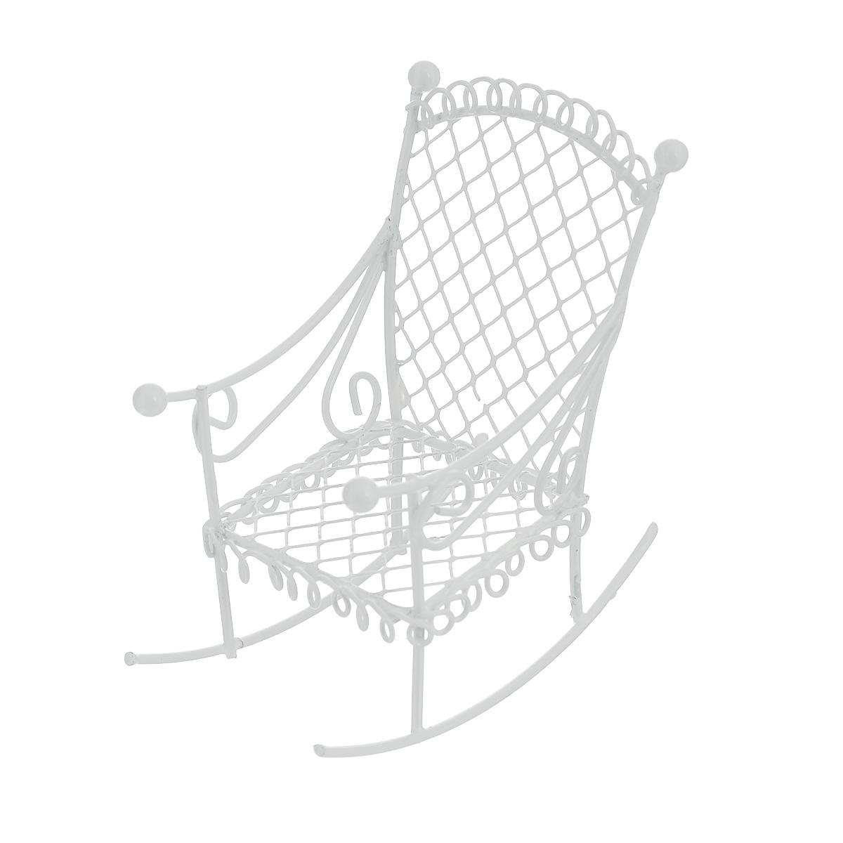 Миниатюра кукольная ScrapBerrys Кресло-качалка, цвет: белыйSCB271034Миниатюра кукольная ScrapBerrys Кресло-качалка изготовлена из металла в виде кованого кресла. Такая миниатюра прекрасно подойдет для декорирования кукольных домиков, а также для оформления работ в самых различных техниках. С ее помощью можно обставлять румбокс. Можно использовать в шэдоубоксах или просто как изысканные украшения для скрап-работ.