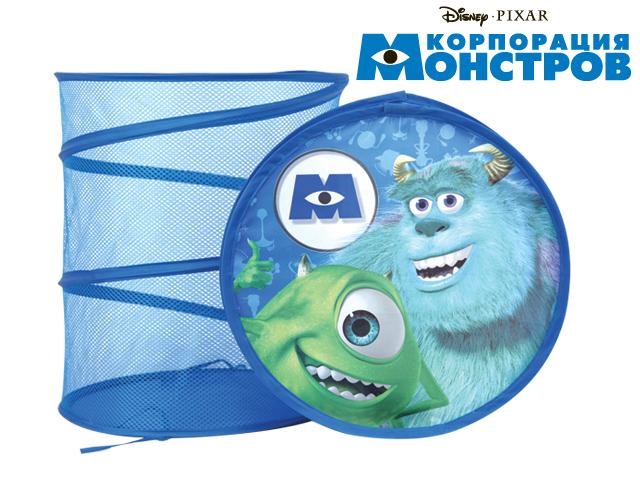 Disney Корзина для игрушек Корпорация МонстровGT6617Функциональная корзина для хранения Disney Корпорация Монстров очень удобна и вместительна. Корзина изготовлена из ткани и оформлена изображением персонажей знаменитого диснеевского мультфильма. Если разложить корзину, то получится вместительная тканевая бочка для игрушек, которые можно хранить в одном месте. Корзина компактна в сложенном виде. Каркас изделия представляет собой металлическую пружину. Для удобства хранения игрушек предусмотрена крышка. Ваш малыш с удовольствием будет собирать разбросанные игрушки в корзину, приучаясь к порядку и аккуратности.
