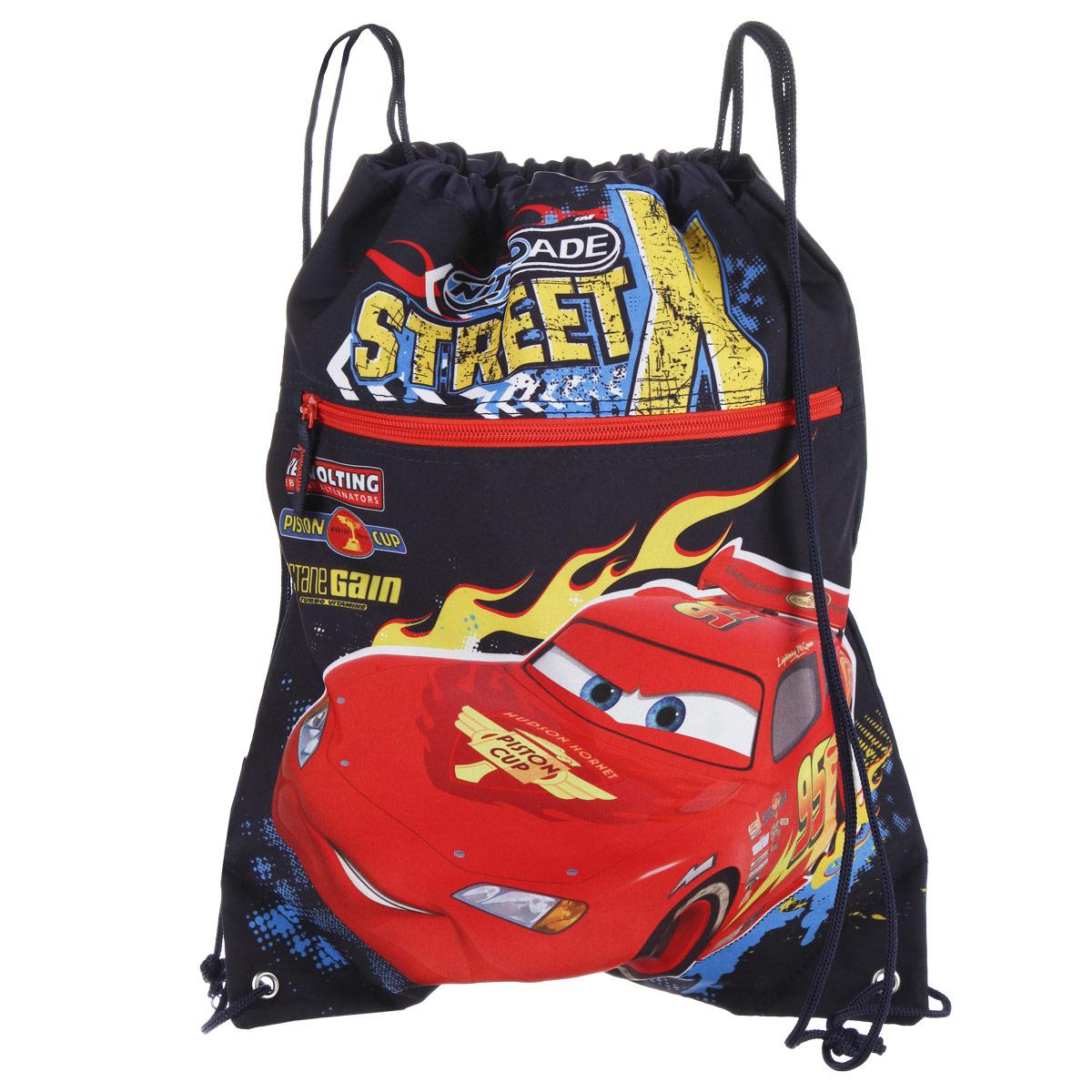 Cars Сумка-рюкзак для обуви цвет темно-синий красный CRCB-RT2-880CRCB-RT2-880Сумка для сменной обуви Cars идеально подойдет как для хранения, так и для переноски сменной обуви и одежды. Сумка выполнена из прочного полиэстера и содержит одно вместительное отделение, затягивающееся с помощью текстильных шнурков. Шнурки фиксируются в нижней части сумки, благодаря чему ее можно носить за спиной как рюкзак. Имеется фронтальный карман на застежке-молнии. Оформлено изделие изображением персонажа мультфильма Тачки.