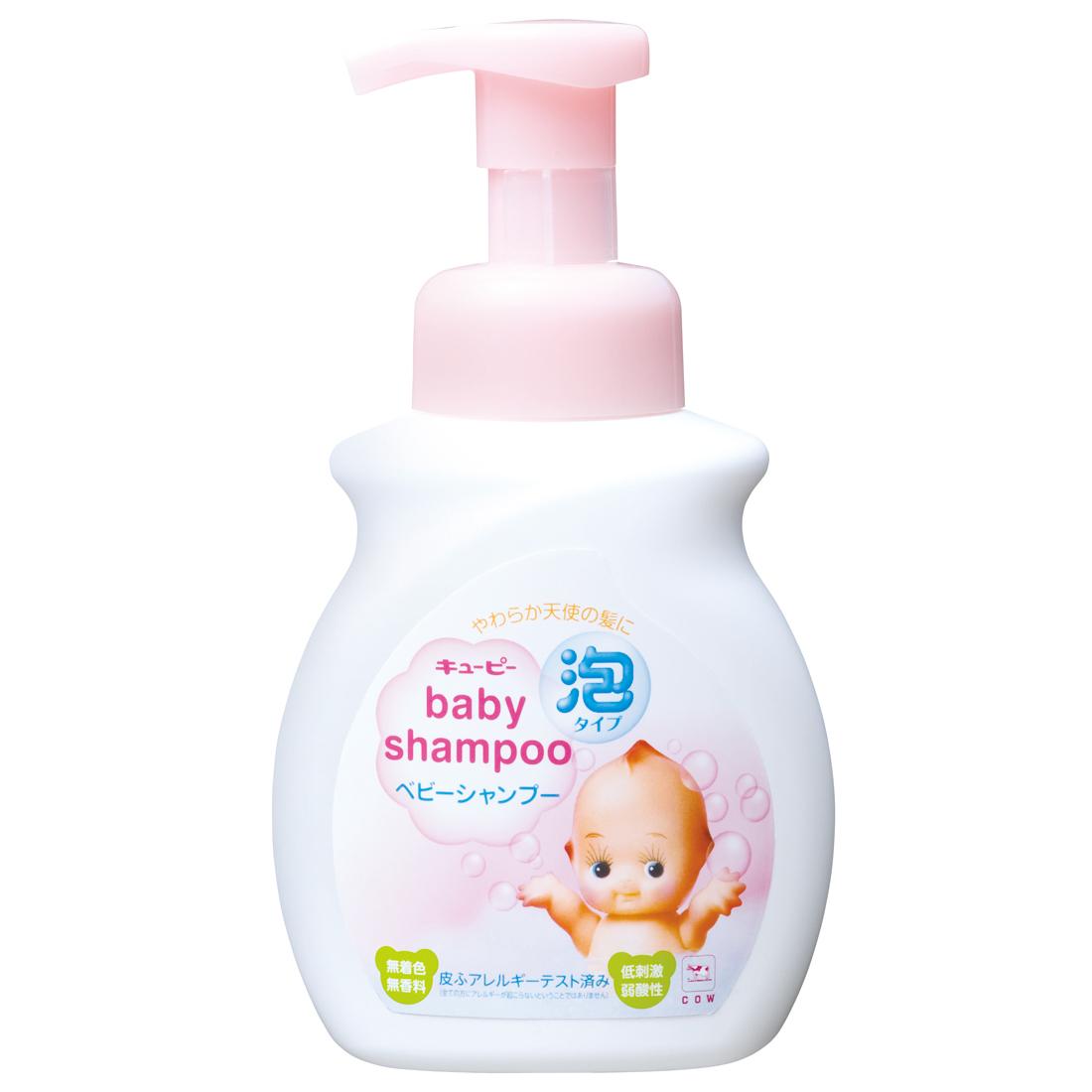 Cow Style Детский шампунь-пенка, с дозатором, от 0 месяцев, 350 млO-53-062Детский шампунь-пенка Cow Style с дозатором мягко очищает волосы и кожу головы ребенка. Рекомендуется для тонких, только начинающих расти волос малыша. Удобный дозатор создает мягкую пенку, освобождая от необходимости вспенивать средство на голове ребенка, что снижает нагрузку на волосы и кожу головы от трения, а также упрощает процесс мытья и экономит время родителей. Умная формула без слез работает так, что пена не затекает в глаза ребенку, но даже при попадании не раздражает слизистую. Упругая мелкозернистая пена мягко удаляет загрязнения, не вымывая естественный защитный жировой слой кожи. Легко смывается. Природный сквалан, смягчающий и защищающий кожу, поддерживает гидробаланс. Также, шампунь содержит кондиционирующие растительные компоненты, предотвращающие спутывание волос. При использовании других сменных блоков продукт может не пениться. Низкая кислотность, отсутствие красителей, а также многочисленные тесты на предмет кожных аллергенов позволили...