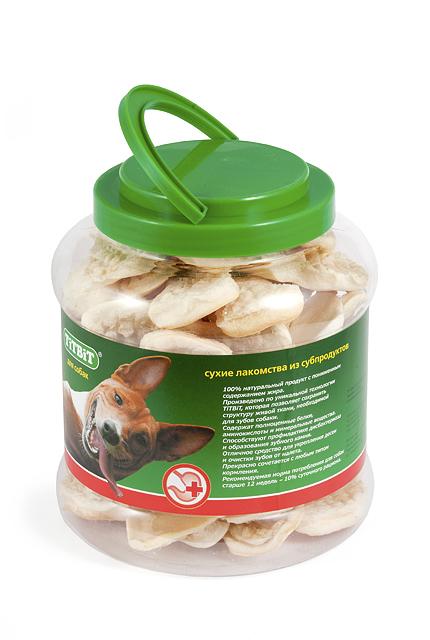Лакомство для собак Titbit, мясная косточка слоеная, 4,3 л403Лакомство для собак Titbit выполнено из высушенной говяжьей кожи, свернутой в форме косточки длиной 11 см. Благодаря большому содержанию аминокислот и коллагена положительно воздействует на состояние кожи и шерсти собаки, а также обеспечивает поступление в организм незаменимых компонентов для роста и поддержания качества хрящевой ткани суставов собак. Способствует укреплению десен, удалению зубного налета и профилактике образования зубного камня. Прекрасное лакомство для всех собак с 1,5-2 месячного возраста. Состав: высушенная говяжья кожа. Условия хранения: хранить в сухом прохладном месте.