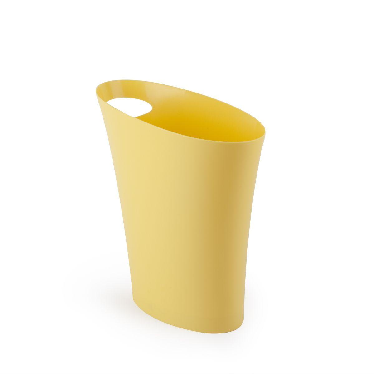 Контейнер для мусора Umbra Skinny, цвет: желтый, 7,5 л80653Очередное изобретение Карима Рашида, одного из самых известных промышленных дизайнеров. Оригинальный замысел и функциональный подход обеспечены! Привычные мусорные корзины в виде старых ведер из под краски или ненужных коробок давно в прошлом. Каждый элемент в современном доме должен иметь определенный смысл, быть креативным и удобным. Вплоть до мусорного ведра. Несмотря на кажущийся миниатюрный размер, ведро вмещает до 7,5 литров, а ручка в виде отверстия на верхней части ведра удобна при переноске.
