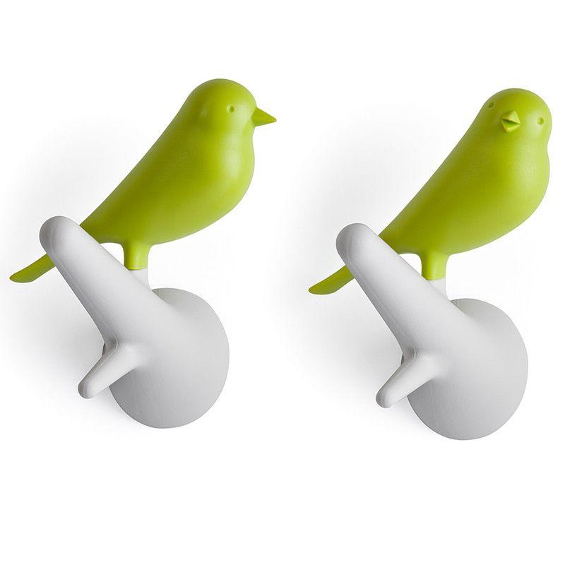 Вешалки настенные Sparrow 2 шт. белые/зеленыеQL10067-WH-GNЗнаменитый Воробей от Qualy! Даже самые заядлые скептики не останутся равнодушными к этим утонченным вешалкам. В комплекте две птички, надежно прикрепляемые к стене. С помощью птичек разных цветов можно создать удивительную композицию, одинаково хорошо смотрящуюся дома, в офисе, магазине или кафе. Материал: пластик; цвет: зеленый