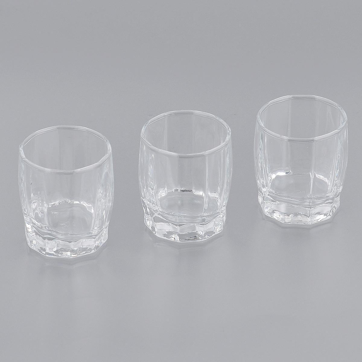 Набор стопок Pasabahce для водки Dance, 60 мл, 3 шт42864BНабор Pasabahce Dance, выполненный из высококачественного стекла, состоит из трех стопок. Стопки с утолщенным дном прекрасно подойдут для подачи водки или других крепких напитков. Эстетичность, функциональность и изящный дизайн сделают набор достойным дополнением к вашему кухонному инвентарю. Набор стопок Pasabahce Dance украсит ваш стол и станет отличным подарком к любому празднику. Можно использовать в морозильной камере и микроволновой печи. Можно мыть в посудомоечной машине. Диаметр стопки по верхнему краю: 4,5 см. Высота стопки: 5,5 см.