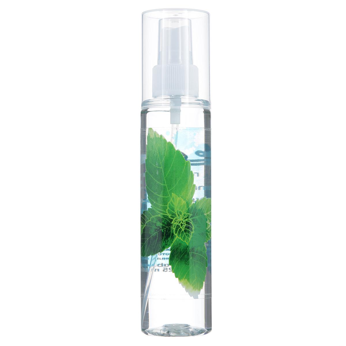 Зейтун Гидролат Мята, 125 млFS-00897Гидролат мяты хорошо распылять на лицо и область декольте — он бодрит, освежает, улучшает цвет и общий тонус кожи, подтягивает её. Также может снять отёчность и раздражение, облегчить аллергическую реакцию. Мятная вода обладает удивительным освежающим эффектом не только для кожи, но и для ума — помогает сконцентрироваться, в то же время успокаивая нервы. В сочетании с гидролатом розмарина, отличная — и более полезная — замена кофе. Помогает легче переносить жару.Мятную воду вы можете использовать разными способами: • в качестве тоника для кожи лица и тела, • добавлять в воду, когда принимаете ванну, • применять как ополаскиватель после мытья волос, • можно распылять в течение дня на волосы: гидролат легко ложится, не склеивает их, слабо фиксируя причёску и придавая волосам нежный аромат, • наносить перед применением крема или косметического масла, ради подготовки кожи и усиления воздействия средства, • использовать для тонизации кожи после скраба или пилинга, • разводить сухие глиняные маски, улучшая их эффект и придавая коже травяной запах.Мятная вода полностью натуральна, поэтому чувствительна к свету, высоким температурам и микроорганизмам, и храниться она может не более 12 месяцев, причём мы настоятельно рекомендуем держать её в холодильнике. В случае аллергической реакции (жжение, покраснение) следует использовать менее концентрированный раствор (разбавить водой в пропорции 1:3-1:4).