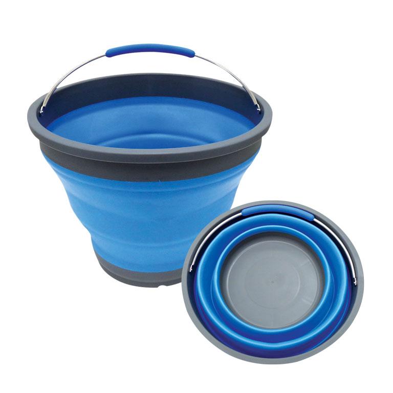 Ведро складное Miolla, цвет: серый, голубой, 9,8 л2503006UСкладное ведро Miolla изготовлено из термопластичной резины и пластика. Благодаря гибкости и пластичности материала, ведро легко складывается и раскладывается. В сложенном состоянии занимает минимум места. Пластиковые вставки отлично держат форму изделия. Ведро прекрасно подходит для хранения различных бытовых вещей и других предметов. Для удобной переноски имеется металлическая ручка. Такое практичное и функциональное ведро пригодится в любом хозяйстве. Высота в сложенном виде: 5,5 см.