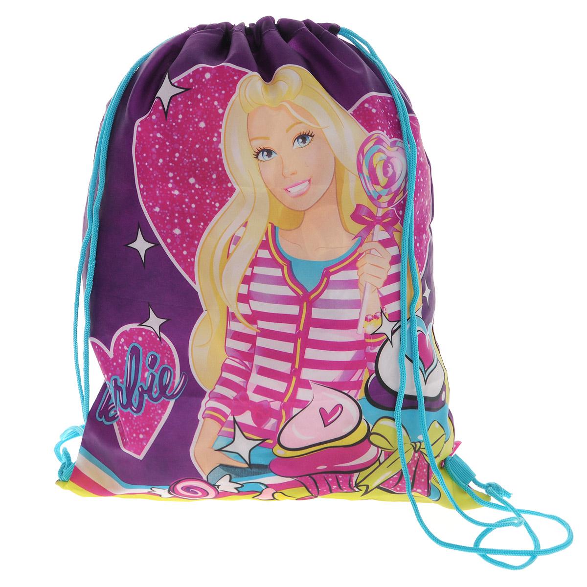 Barbie Сумка-рюкзак для обуви цвет фиолетовый BRCB-MT1-883BRCB-MT1-883Сумка для сменной обуви Barbie идеально подходит как для хранения, так и для переноски сменной обуви и одежды. Сумка выполнена из прочного водонепроницаемого полиэстера и содержит одно вместительное отделение, затягивающееся с помощью текстильных шнурков. Шнурки фиксируются в нижней части сумки, благодаря чему ее можно носить за спиной как рюкзак. Оформлено изделие изображением героини любимого мультфильма. Ваш ребенок с радостью будет ходить с таким аксессуаром в школу.