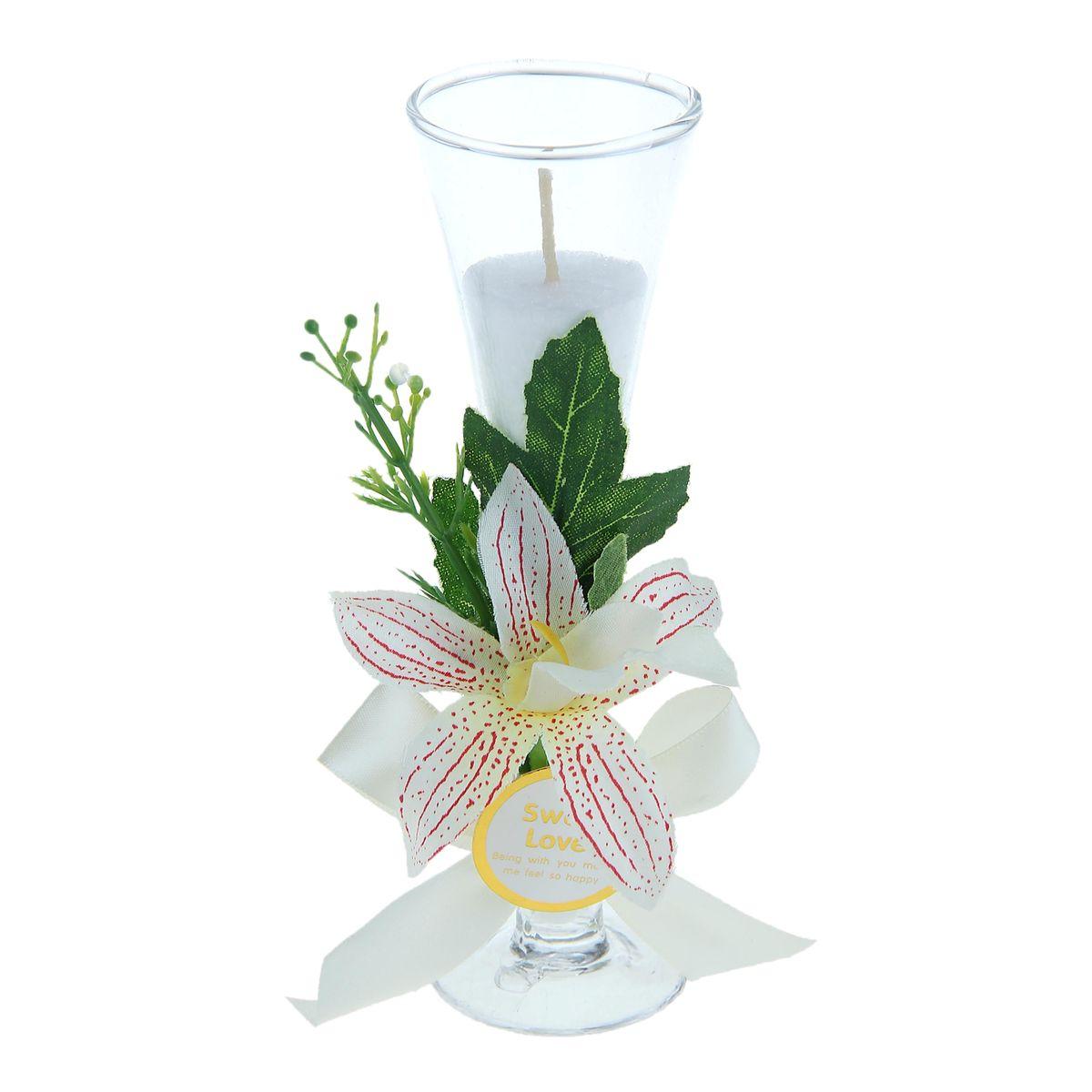 Свеча Sima-land Орхидея, цвет: белый, высота 15,5 см1030860Свеча Sima-land Орхидея выполнена из воска и поставляется в подсвечнике в виде бокала, оформленного цветочным декором. Изделие порадует ярким дизайном и оригинальностью. Создайте для себя и своих близких незабываемую атмосферу праздника в доме. Свеча Sima-land Орхидея может стать не только отличным подарком, но и гарантией хорошего настроения, ведь это красивая вещь из качественного, безопасного для здоровья материала.