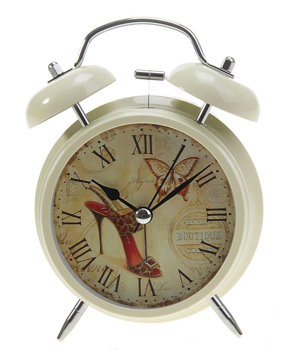 Часы-будильник Sima-land Бабочка и туфелькаMRC 4142 schwarzКак же сложно иногда вставать вовремя! Всегда так хочется поспать еще хотя бы 5 минут и бывает, что мы просыпаем. Теперь этого не случится! Яркий, оригинальный будильник Sima-land Бабочка и туфелька поможет вам всегда вставать в нужное время и успевать везде и всюду. Будильник украсит вашу комнату и приведет в восхищение друзей. Время показывает точно и будит в установленный час.На задней панели будильника расположены переключатель включения/выключения механизма, а также два колесика для настройки текущего времени и времени звонка будильника. Также будильник оснащен кнопкой, при нажатии и удержании которой, подсвечивается циферблат. Будильник работает от 2 батареек типа AA напряжением 1,5V (не входят в комплект).
