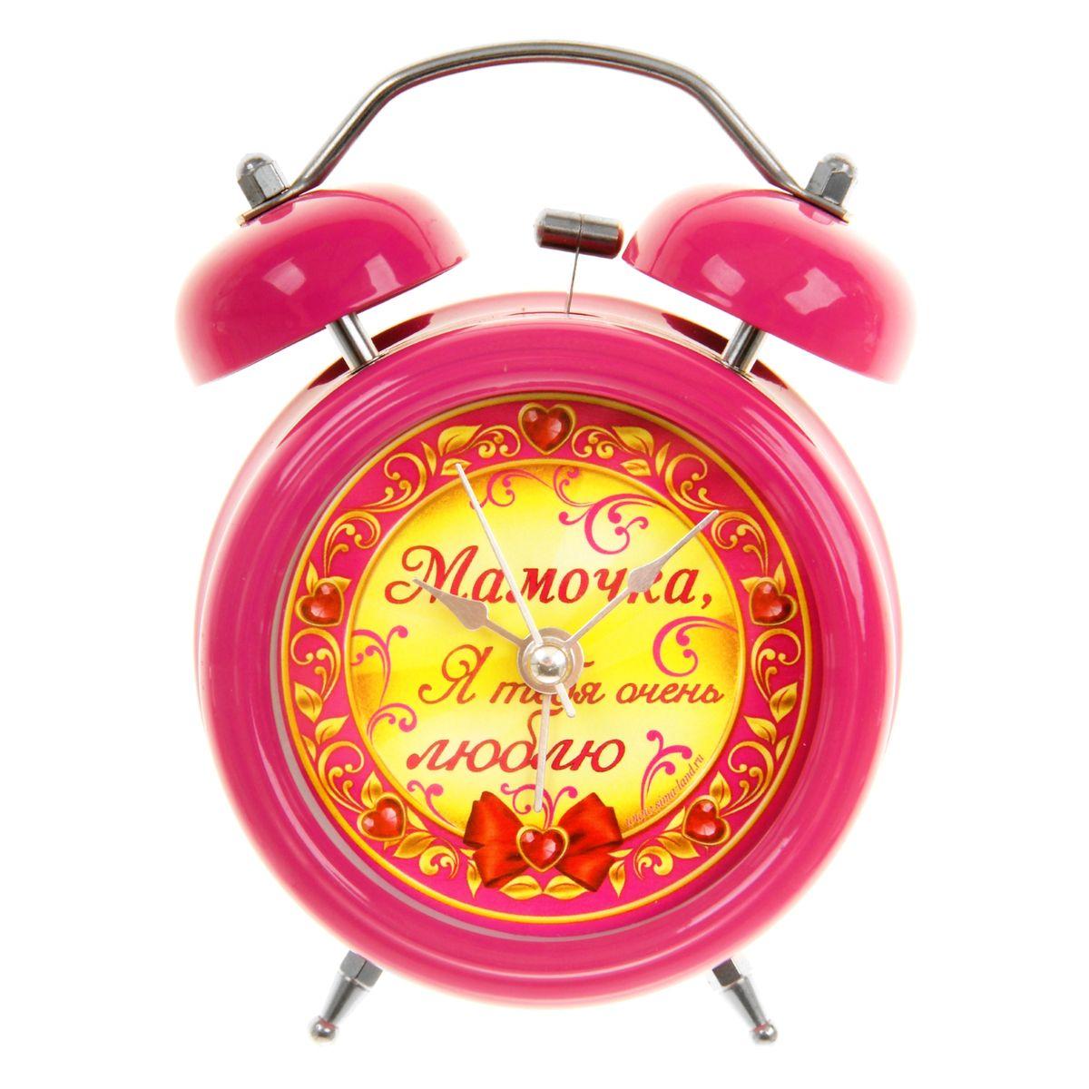 Часы-будильник Sima-land Мамочка, я тебя люблю839674Как же сложно иногда вставать вовремя! Всегда так хочется поспать еще хотя бы 5 минут и бывает, что мы просыпаем. Теперь этого не случится! Яркий, оригинальный будильник Sima-land Мамочка, я тебя люблю поможет вам всегда вставать в нужное время и успевать везде и всюду. Будильник украсит вашу комнату и приведет в восхищение друзей. Время показывает точно и будит в установленный час. На задней панели будильника расположены переключатель включения/выключения механизма, а также два колесика для настройки текущего времени и времени звонка будильника. Также будильник оснащен кнопкой, при нажатии и удержании которой, подсвечивается циферблат. Будильник работает от 1 батарейки типа AA напряжением 1,5V (не входит в комплект).