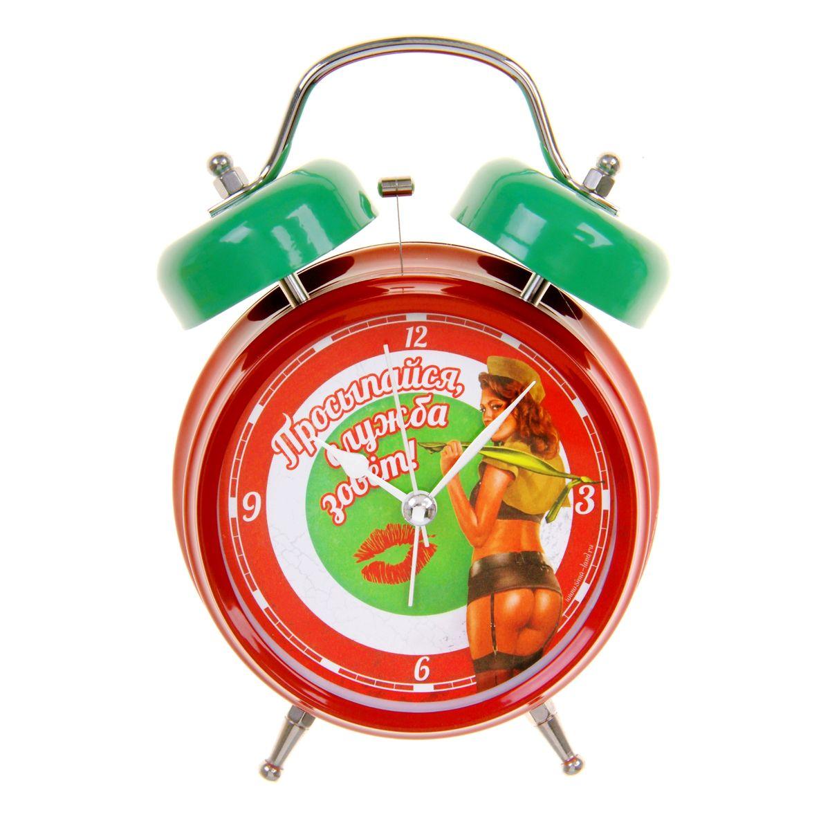 Часы-будильник Sima-land Служба зоветMRC 4141 P schwarzКак же сложно иногда вставать вовремя! Всегда так хочется поспать еще хотя бы 5 минут и бывает, что мы просыпаем. Теперь этого не случится! Яркий, оригинальный будильник Sima-land Служба зовет поможет вам всегда вставать в нужное время и успевать везде и всюду.Корпус будильника выполнен из металла. Циферблат оформлен изображением девушки и надписью: Просыпайся, служба зовет!, имеет индикацию арабскими цифрами с отметками. Часы снабжены 4 стрелками (секундная, минутная, часовая и для будильника). На задней панели будильника расположен переключатель включения/выключения механизма, а также два колесика для настройки текущего времени и времени звонка будильника.Пользоваться будильником очень легко: нужно всего лишь поставить батарейки, настроить точное время и установить время звонка. Необходимо докупить 2 батарейки типа АА напряжением 1,5 V (не входят в комплект).