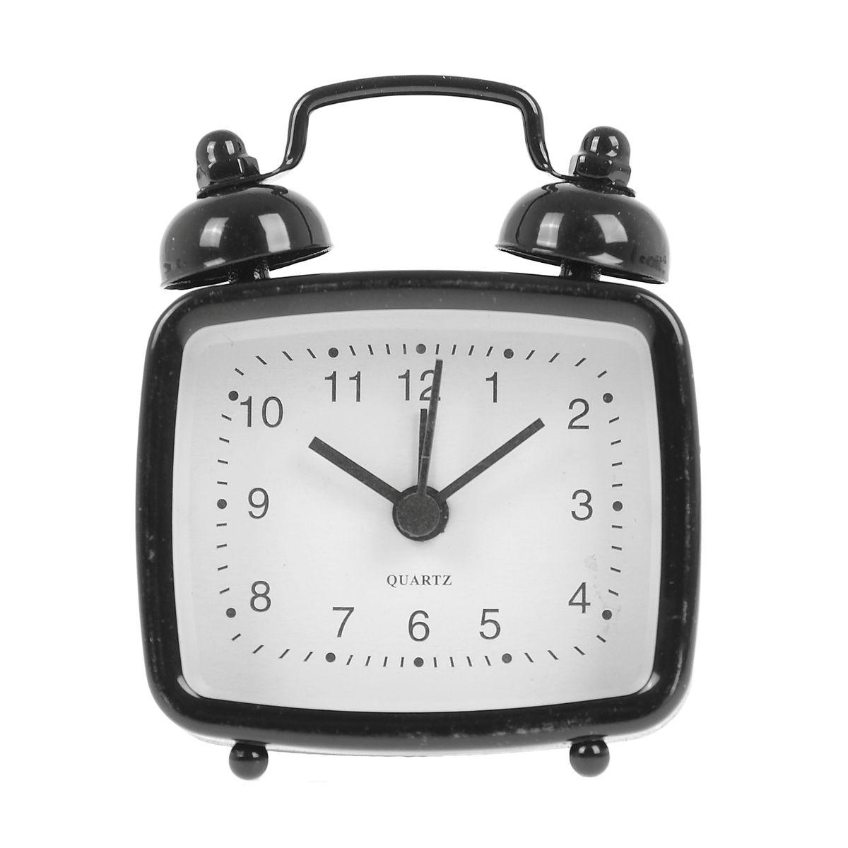 Часы-будильник Sima-land, цвет: черный. 840944840944Как же сложно иногда вставать вовремя! Всегда так хочется поспать еще хотя бы 5 минут и бывает, что мы просыпаем. Теперь этого не случится! Яркий, оригинальный будильник Sima-land поможет вам всегда вставать в нужное время и успевать везде и всюду. Будильник украсит вашу комнату и приведет в восхищение друзей. Эта уменьшенная версия привычного будильника умещается на ладони и работает так же громко, как и привычные аналоги. Время показывает точно и будит в установленный час. На задней панели будильника расположены переключатель включения/выключения механизма, а также два колесика для настройки текущего времени и времени звонка будильника. Будильник работает от 1 батарейки типа LR44 (входит в комплект).