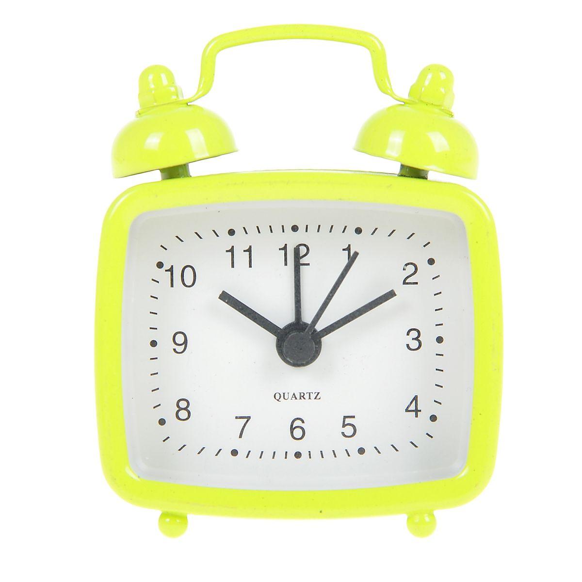Часы-будильник Sima-land, цвет: желтый. 840945840945Как же сложно иногда вставать вовремя! Всегда так хочется поспать еще хотя бы 5 минут и бывает, что мы просыпаем. Теперь этого не случится! Яркий, оригинальный будильник Sima-land поможет вам всегда вставать в нужное время и успевать везде и всюду. Будильник украсит вашу комнату и приведет в восхищение друзей. Эта уменьшенная версия привычного будильника умещается на ладони и работает так же громко, как и привычные аналоги. Время показывает точно и будит в установленный час. На задней панели будильника расположены переключатель включения/выключения механизма, а также два колесика для настройки текущего времени и времени звонка будильника. Будильник работает от 1 батарейки типа LR44 (входит в комплект).
