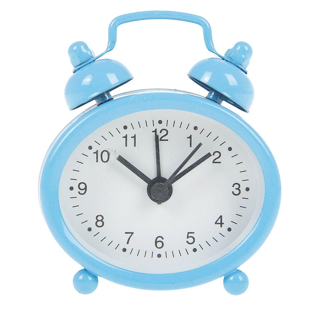 Часы-будильник Sima-land, цвет: голубой. 840947840947Как же сложно иногда вставать вовремя! Всегда так хочется поспать еще хотя бы 5 минут и бывает, что мы просыпаем. Теперь этого не случится! Яркий, оригинальный будильник Sima-land поможет вам всегда вставать в нужное время и успевать везде и всюду. Будильник украсит вашу комнату и приведет в восхищение друзей. Эта уменьшенная версия привычного будильника умещается на ладони и работает так же громко, как и привычные аналоги. Время показывает точно и будит в установленный час. На задней панели будильника расположены переключатель включения/выключения механизма, а также два колесика для настройки текущего времени и времени звонка будильника. Будильник работает от 1 батарейки типа LR44 (входит в комплект).