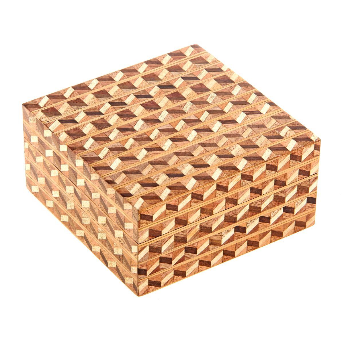 Шкатулка Sima-land Паркет, 13 см х 13 см х 6,5 см877482Шкатулка Sima-land Паркет изготовлена из дерева - натурального материала, словно пропитанного теплом яркого солнца. Изделие украшено узором. Внутри одно отделение. Такая шкатулка - не простой сувенир. Ее функция не только декоративная, но и сугубо практическая - служить удобным и надежным местом для хранения самых разных мелочей. Разумеется, особо неравнодушны к этим элегантным предметам интерьера женщины. Мастерицы кладут в шкатулки швейные и рукодельные принадлежности. Модницы и светские львицы - любимые украшения и аксессуары. И, конечно, многие представительницы прекрасного пола хранят в шкатулках, убранных в укромный уголок, какие-то памятные знаки: фотографии, старые письма, сувениры, напоминающие о важных событиях и особо счастливых моментах, сухие лепестки роз и другие небольшие сокровища.
