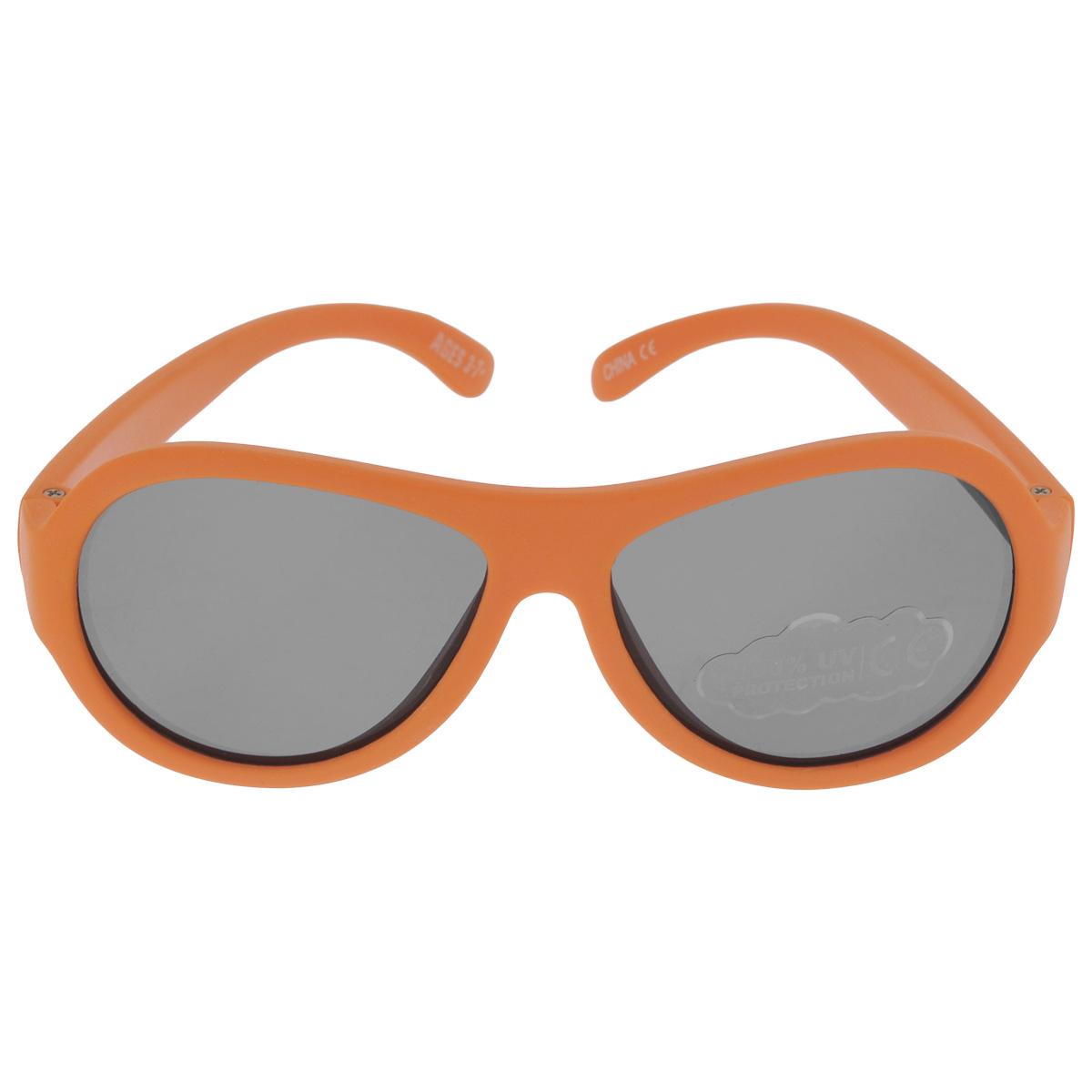 Детские солнцезащитные очки Babiators Ух ты! (OMG!), цвет: оранжевый, 3-7 летBM8434-58AEВы делаете все возможное, чтобы ваши дети были здоровы и в безопасности. Шлемы для езды на велосипеде, солнцезащитный крем для прогулок на солнце... Но как насчёт влияния солнца на глаза вашего ребёнка? Правда в том, что сетчатка глаза у детей развивается вместе с самим ребёнком. Это означает, что глаза малышей не могут отфильтровать УФ-излучение. Проблема понятна - детям нужна настоящая защита, чтобы глазки были в безопасности, а зрение сильным.Каждая пара солнцезащитных очков Babiators для детей обеспечивает 100% защиту от UVA и UVB. Прочные линзы высшего качества не подведут в самых сложных переделках. В отличие от обычных пластиковых очков, оправа Babiators выполнена из гибкого прорезиненного материала, что делает их ударопрочными, их можно сгибать и крутить - они не сломаются и вернутся в прежнюю форму. Не бойтесь, что ребёнок сядет на них - они всё выдержат. Будьте уверены, что очки Babiators созданы безопасными, прочными и классными, так что вы и ваш ребенок можете приступать к своим приключениям!