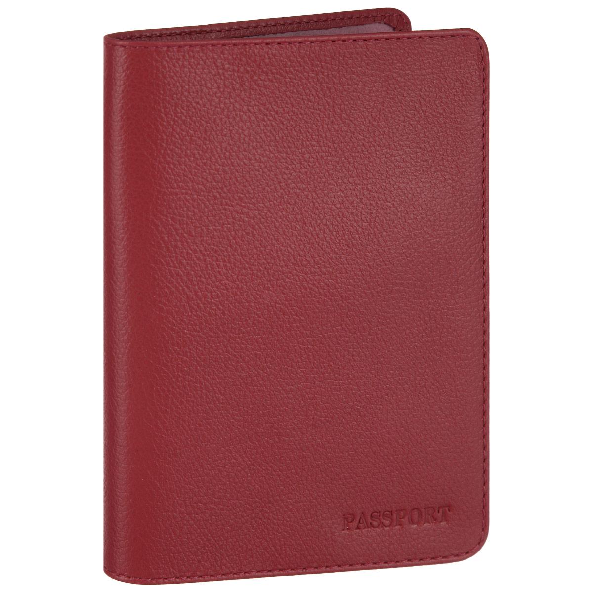 Обложка для паспорта Fabula, цвет: красный. O.53.FPA16-11154_711Стильная обложка для паспорта Fabula выполнена из натуральной кожи с зернистой текстурой, оформлена надписью Passport. Обложка для паспорта раскладывается пополам, внутри расположены два пластиковых кармашка.Такая обложка для паспорта станет прекрасным и стильным подарком человеку, любящему оригинальные и практичные вещи.